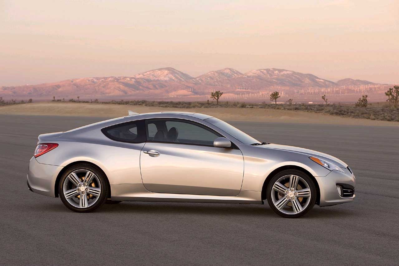 2010 hyundai genesis coupe review ratings specs prices and photos the car connection. Black Bedroom Furniture Sets. Home Design Ideas