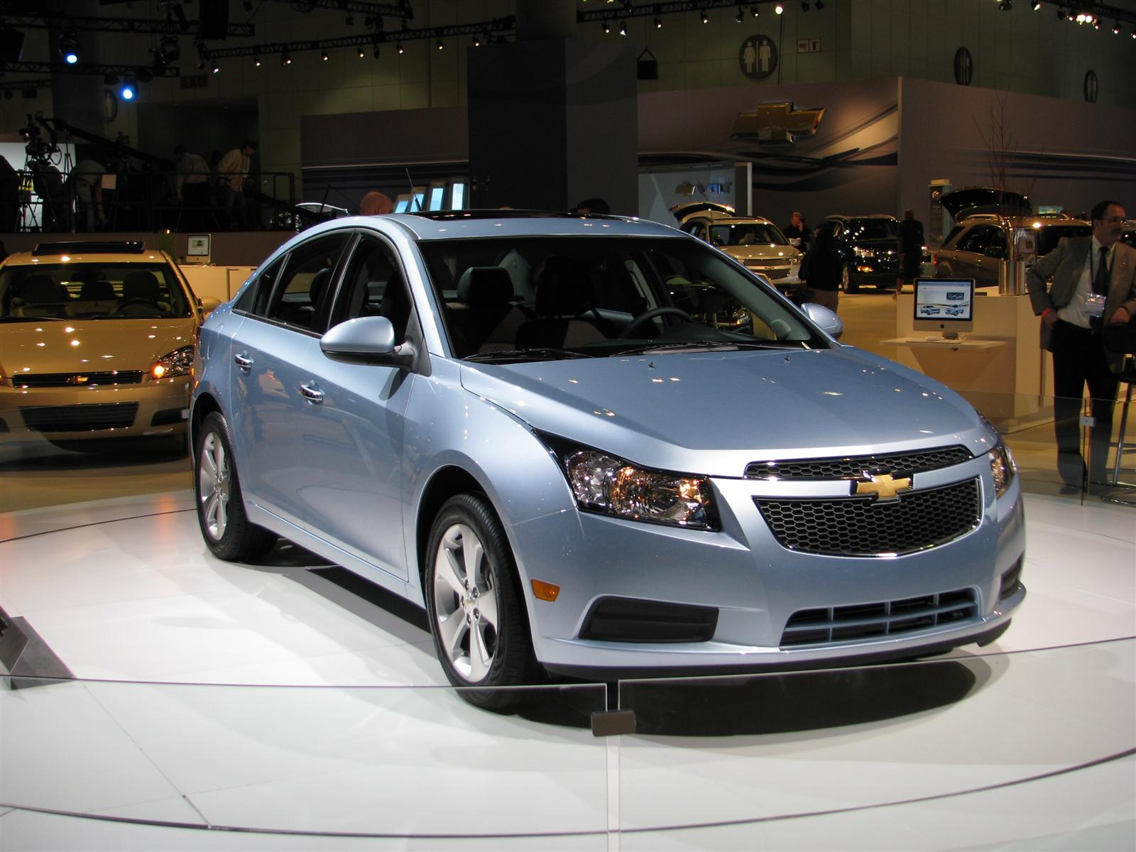 2011 chevrolet cruze live from the l a show floor. Black Bedroom Furniture Sets. Home Design Ideas