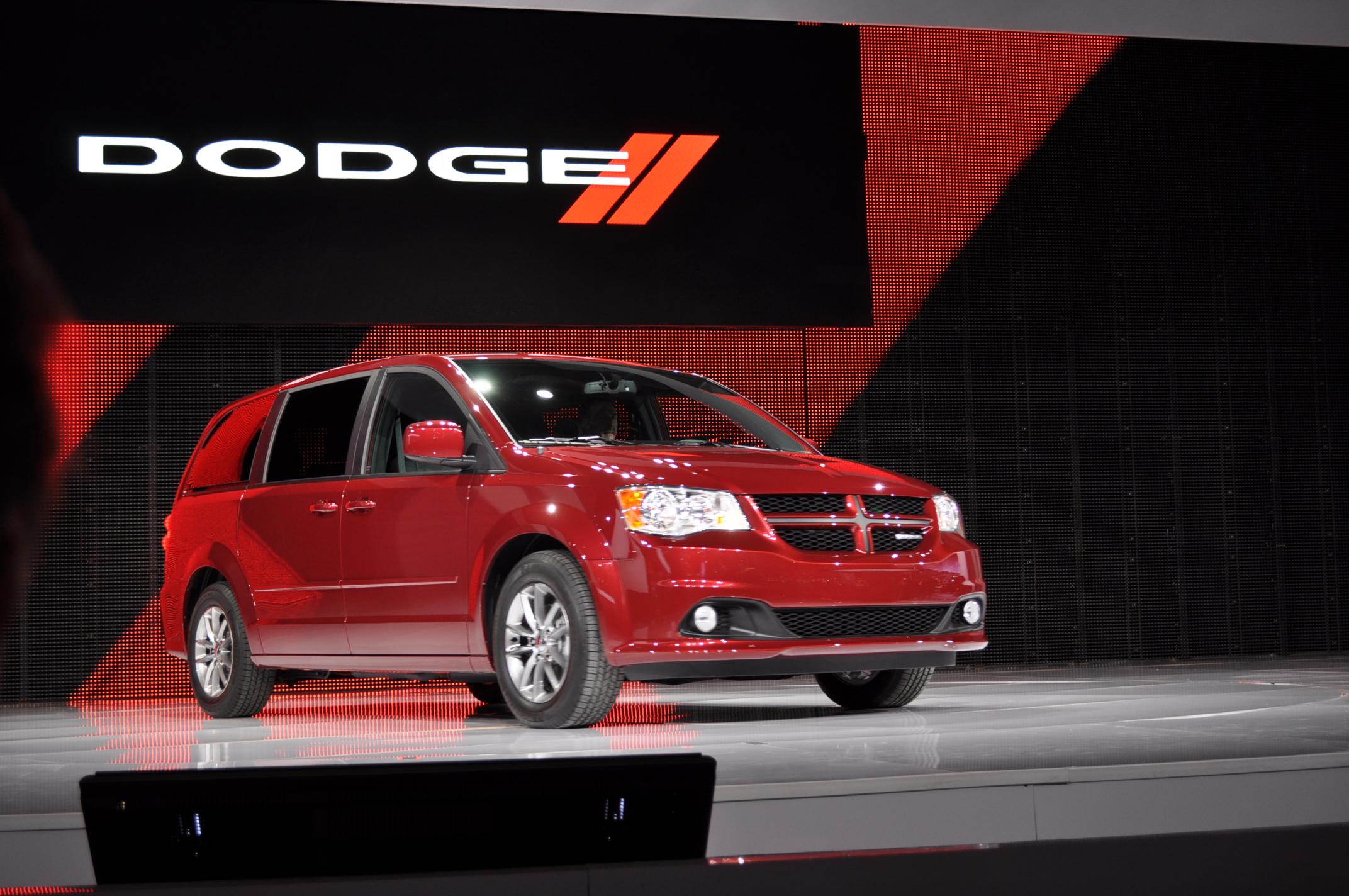 dodge grand caravan rt    chicago auto show