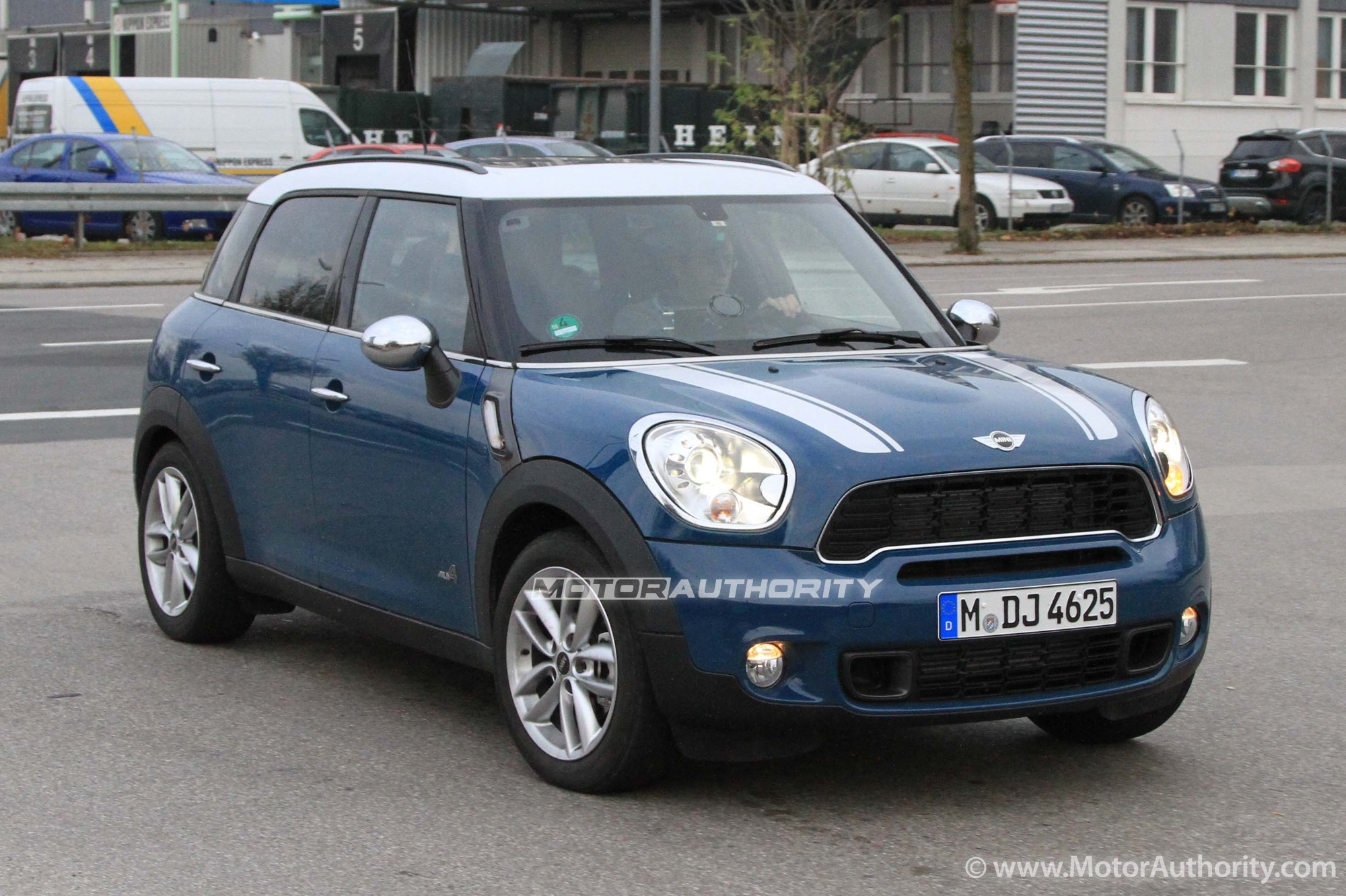 spy shots 2011 mini cooper countryman s diesel. Black Bedroom Furniture Sets. Home Design Ideas