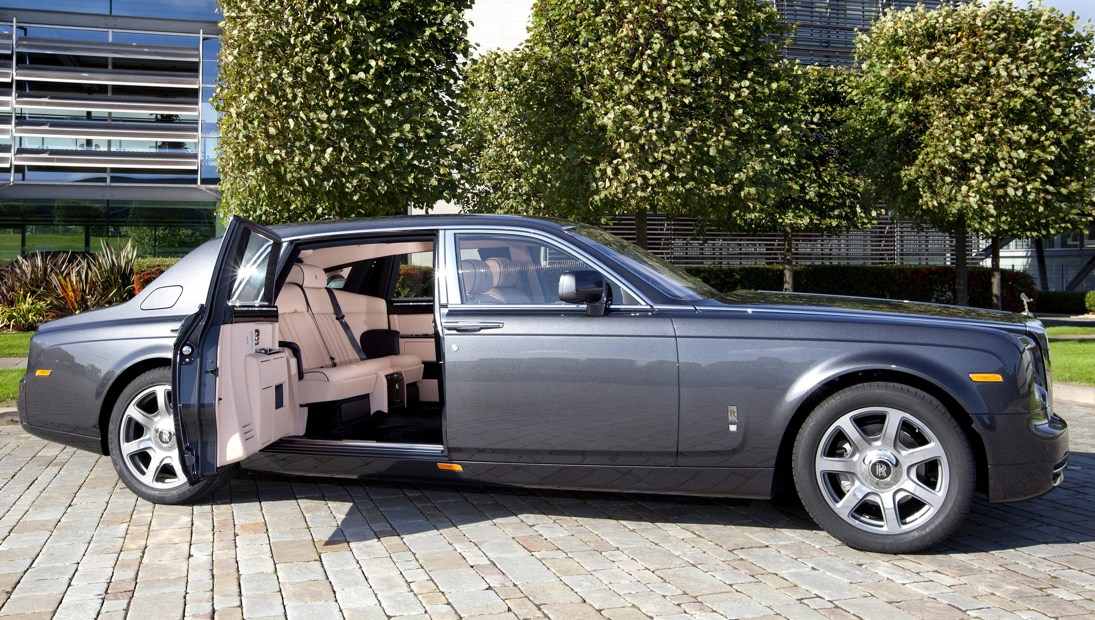 2011 Rolls Royce Phantom Review Ratings Specs Prices And Photos The Car Connection