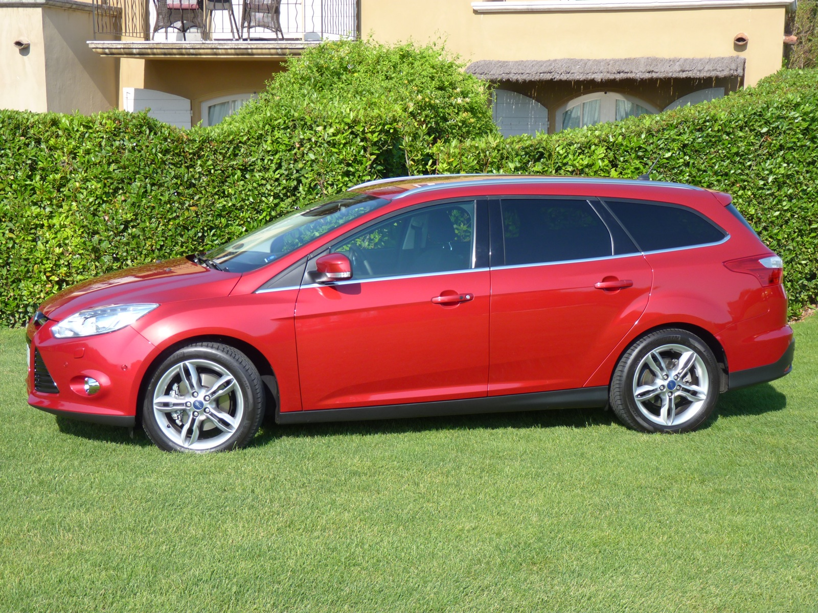 ford focus wagon 1 0t ecoboost quick drive. Black Bedroom Furniture Sets. Home Design Ideas