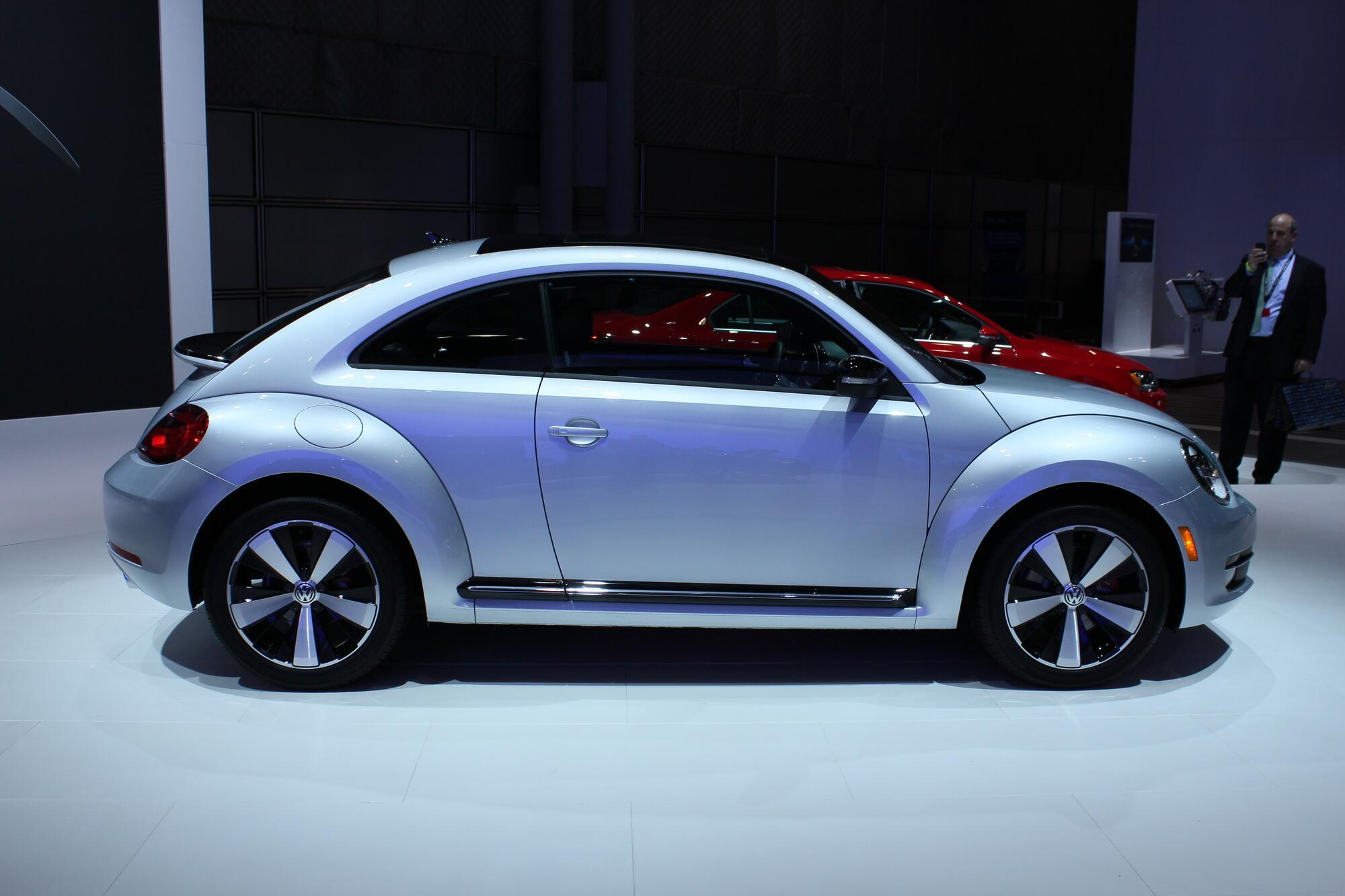 volkswagen beetle r coming to frankfurt auto show. Black Bedroom Furniture Sets. Home Design Ideas