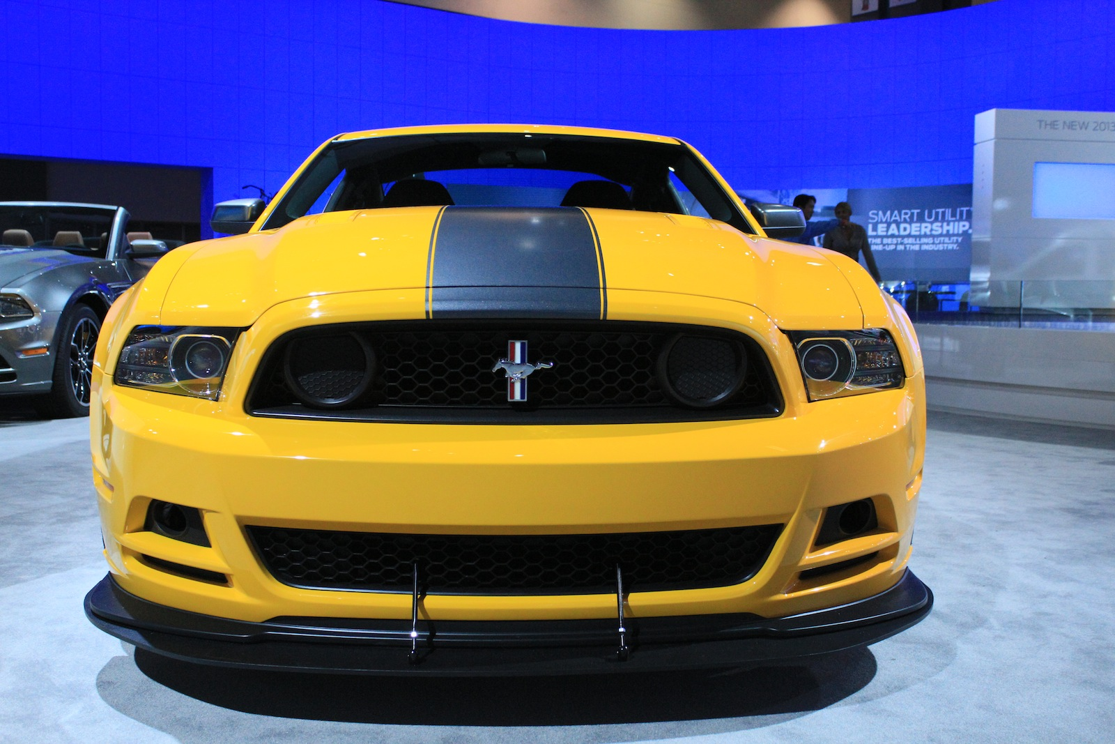 2013 ford mustang boss 302 live photos 2011 l a auto show. Black Bedroom Furniture Sets. Home Design Ideas