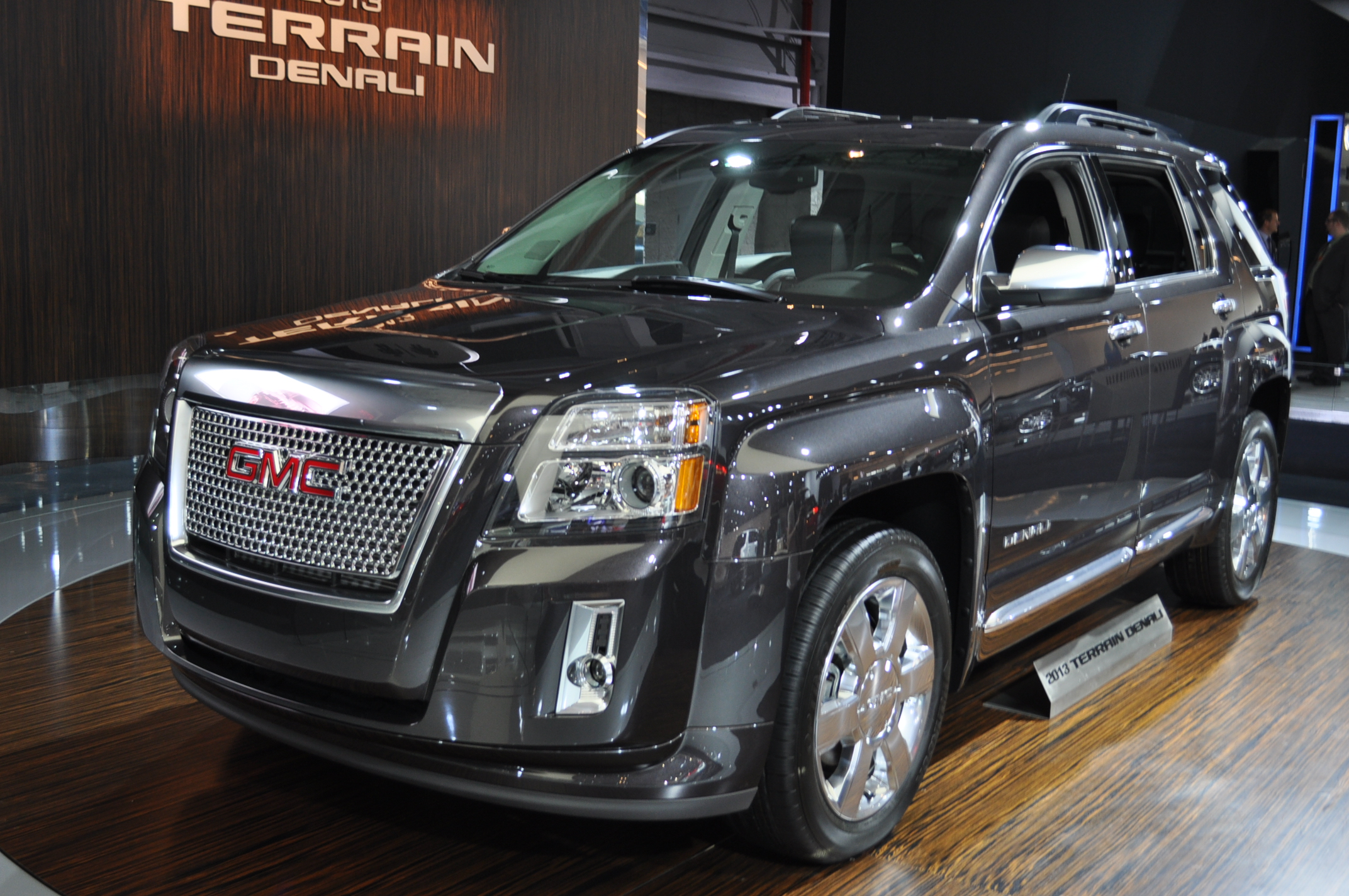 2013 gmc terrain denali walkthrough 2012 new york auto show. Black Bedroom Furniture Sets. Home Design Ideas