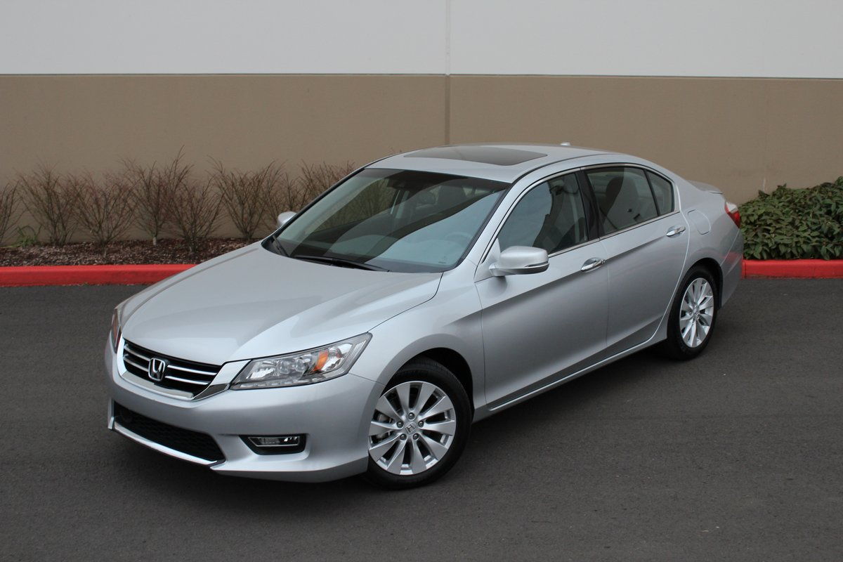 Honda accord or nissan altima which one does v 6 better for Honda accord used 2013