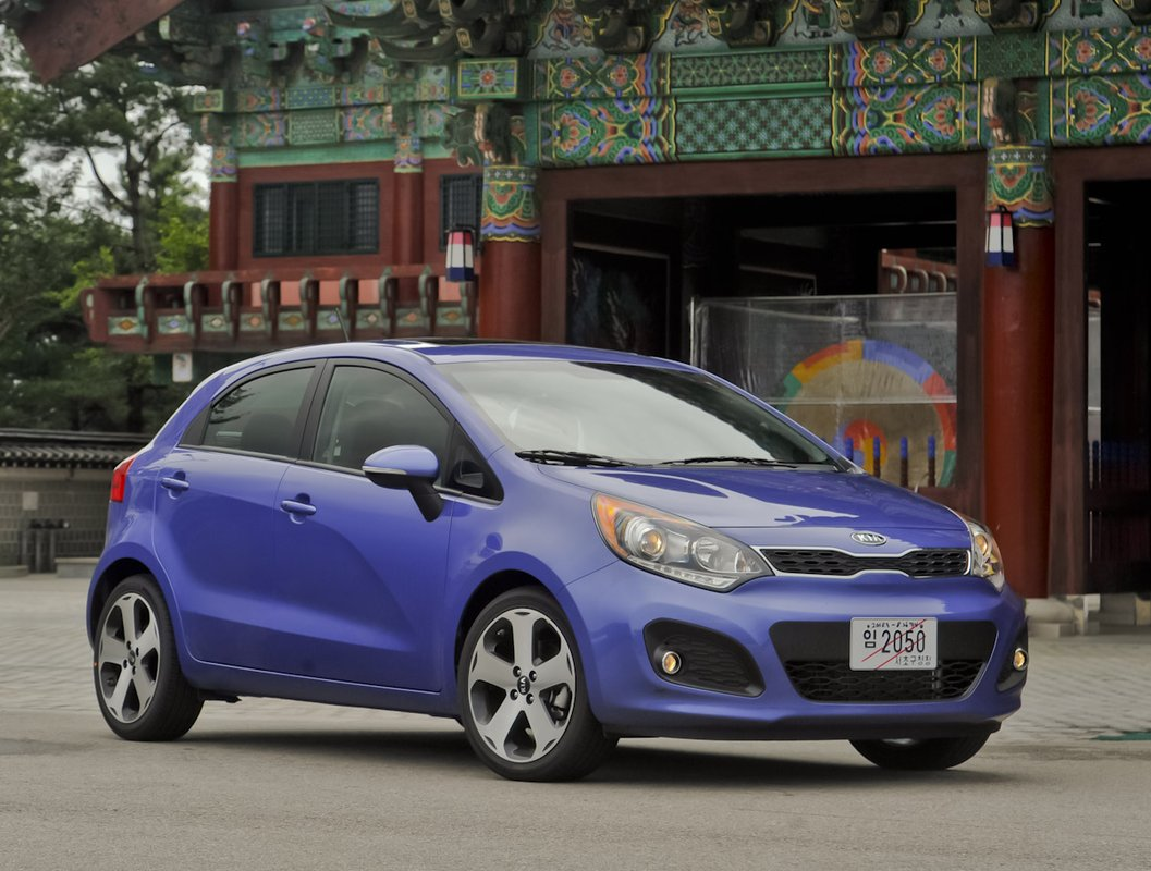 2013 Kia Rio Green Light For Fuel Saving Stop Start Option