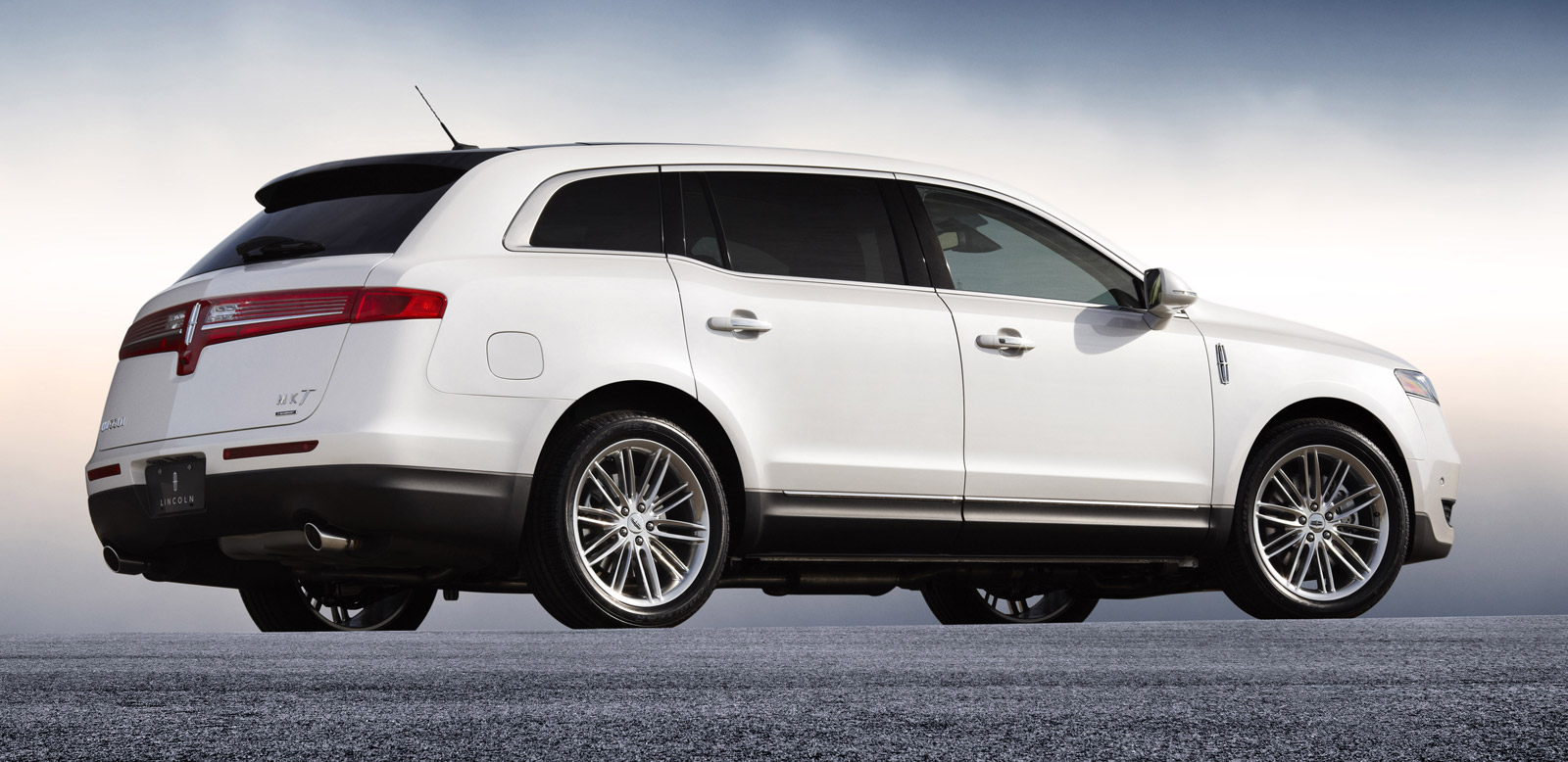 2013 lincoln mkt full size luxury crossover gets a refresh