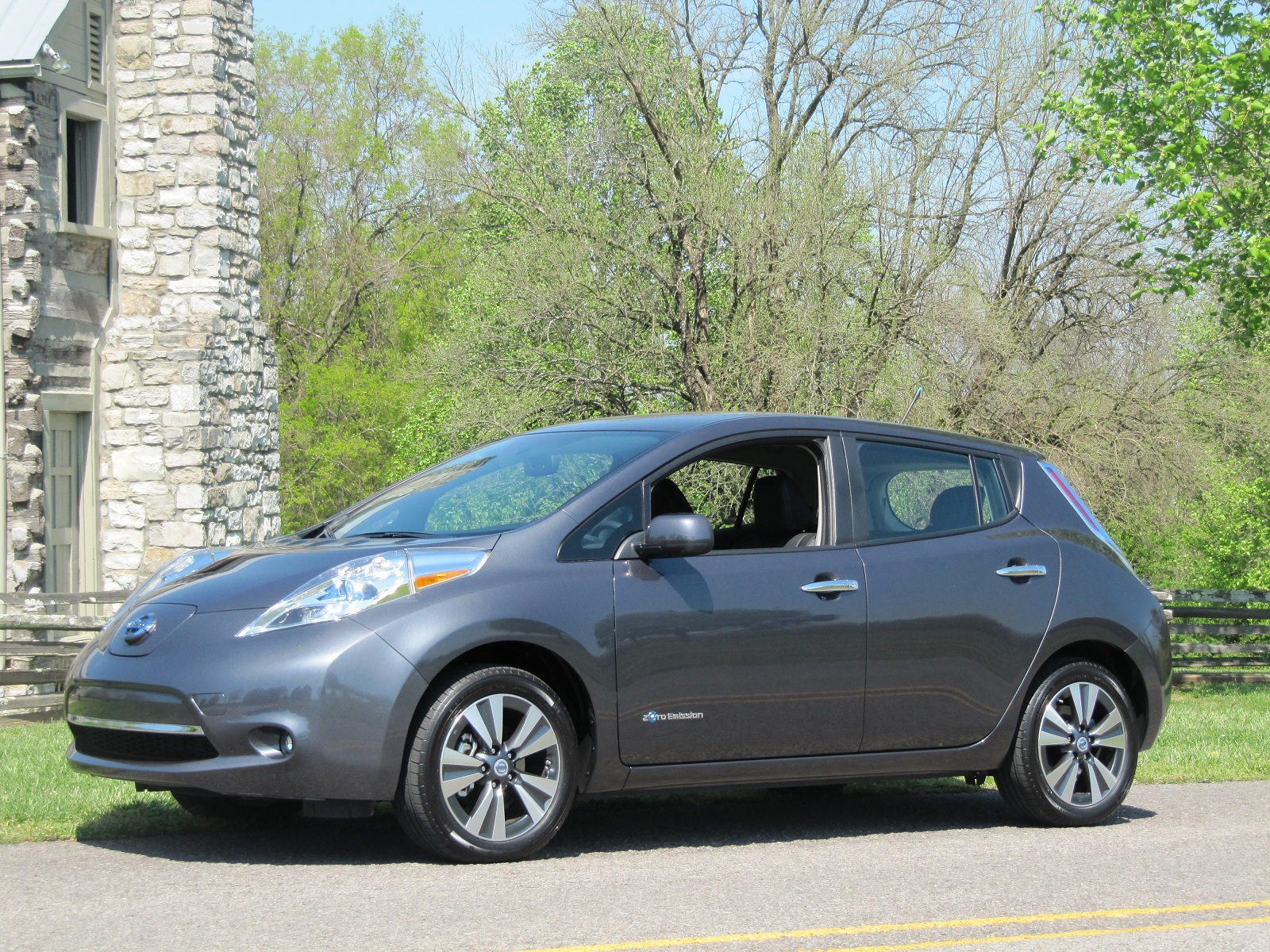 2013 nissan leaf reviews test drives green car reports. Black Bedroom Furniture Sets. Home Design Ideas