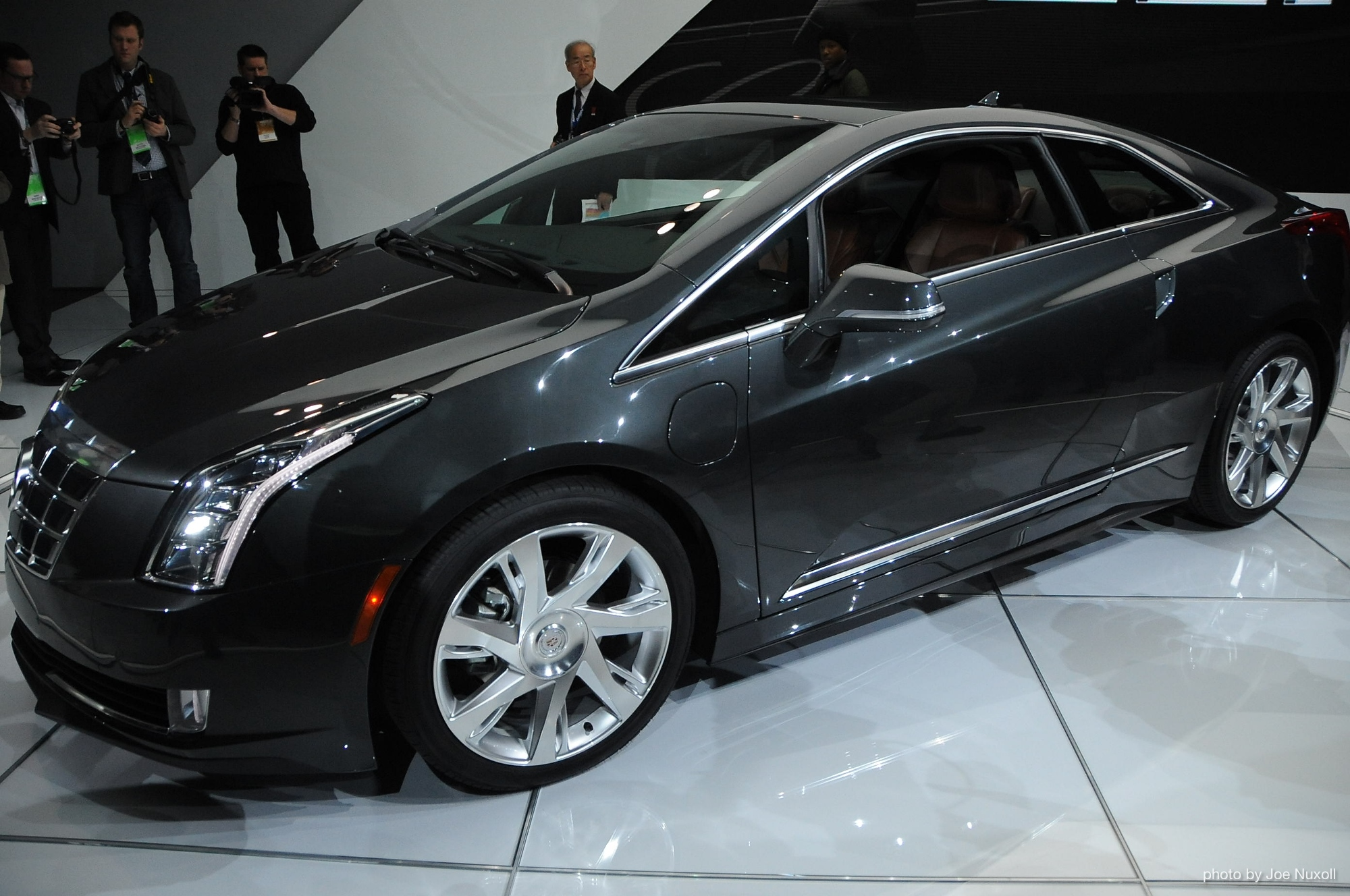 2014 cadillac elr live photos from the 2013 detroit auto show. Black Bedroom Furniture Sets. Home Design Ideas