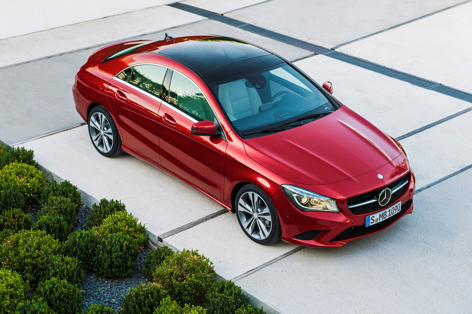Mercedes edges out bmw for 2013 u s luxury car sales crown for Crown mercedes benz