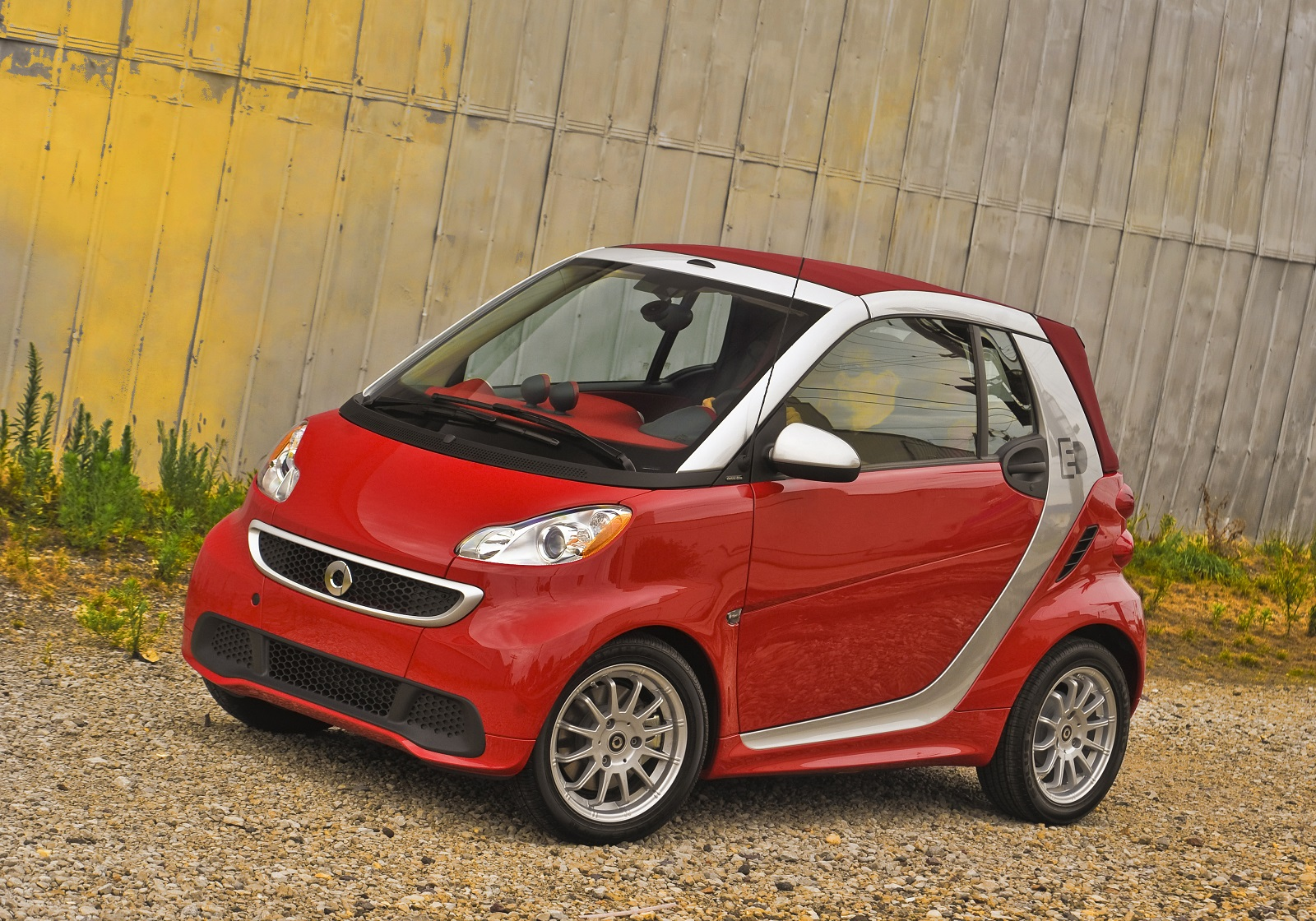 Tiny smart cars lose 5 billion for mercedes benz report for Mercedes benz smart fortwo