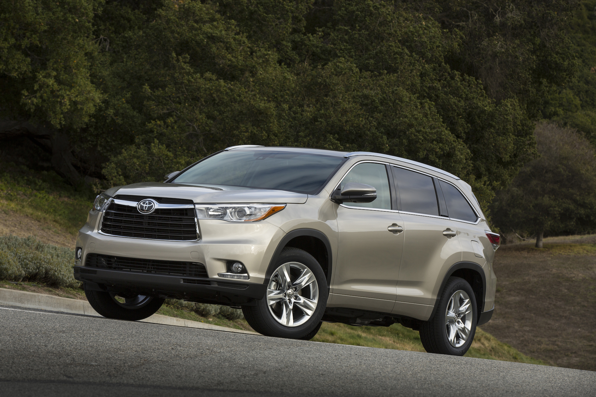 2014 toyota highlander review ratings specs prices and photos the car connection. Black Bedroom Furniture Sets. Home Design Ideas