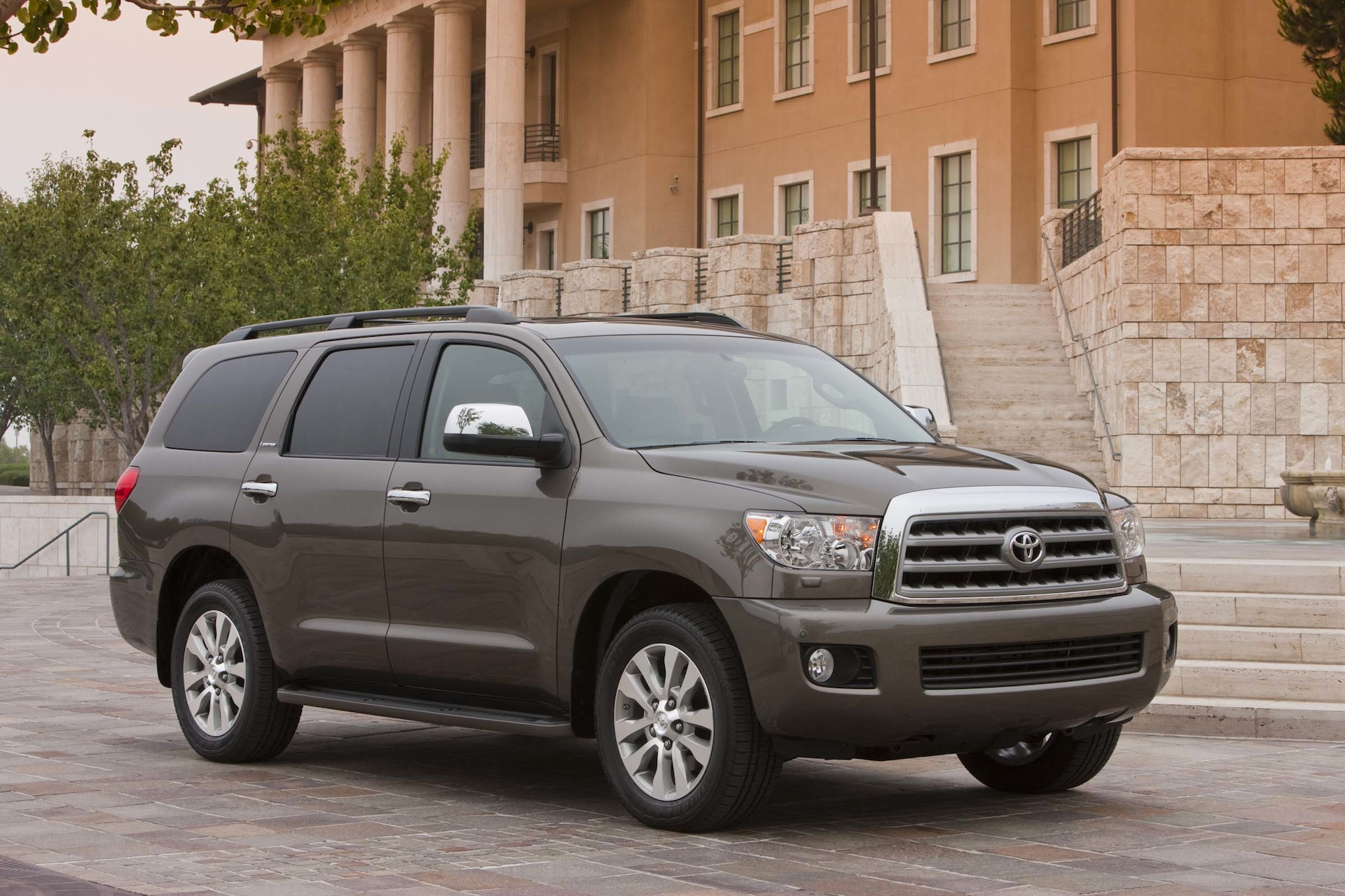 2014 Toyota Sequoia Performance Review - The Car Connection