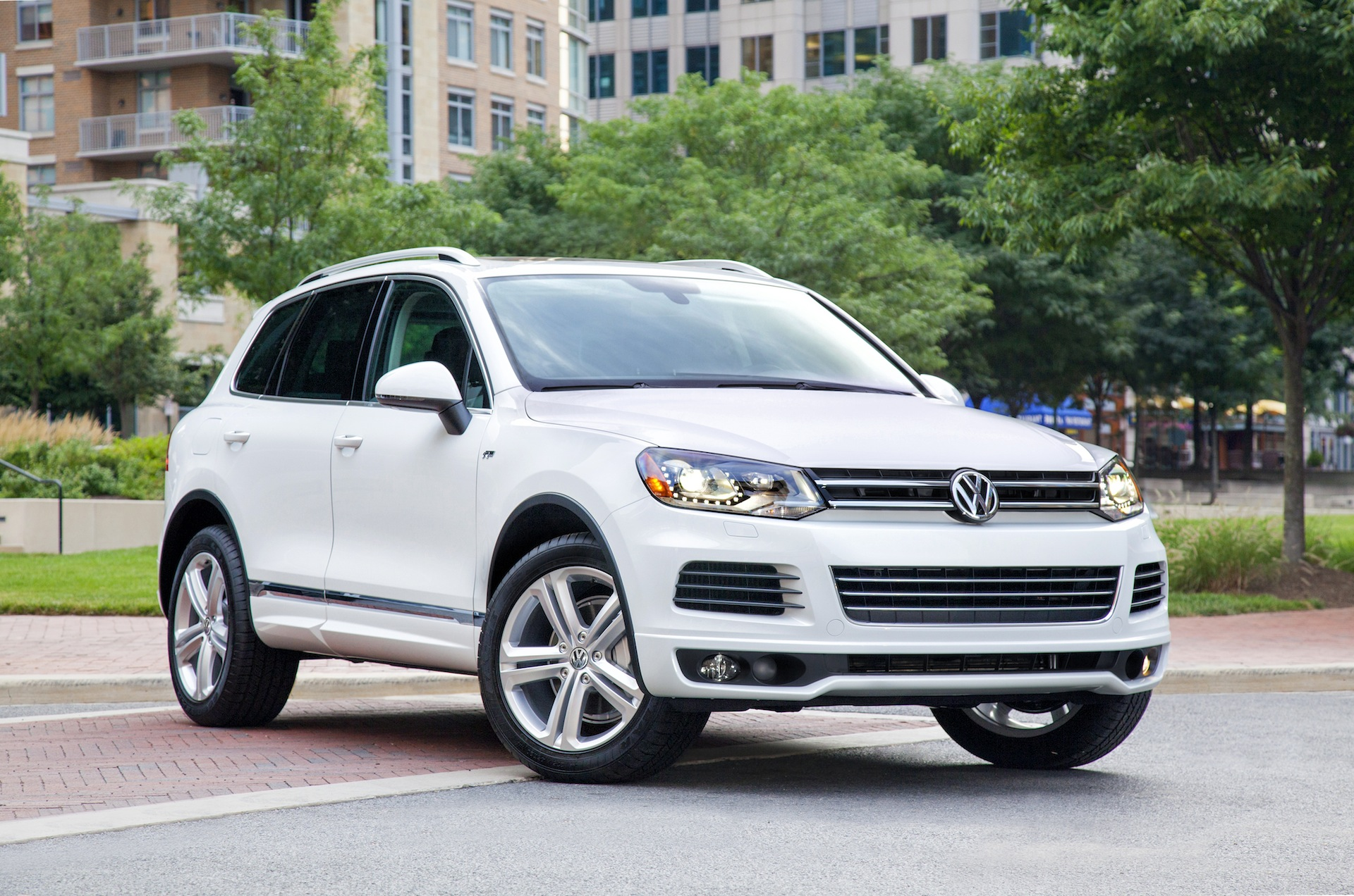 2014 volkswagen touareg vw performance review   the car connection