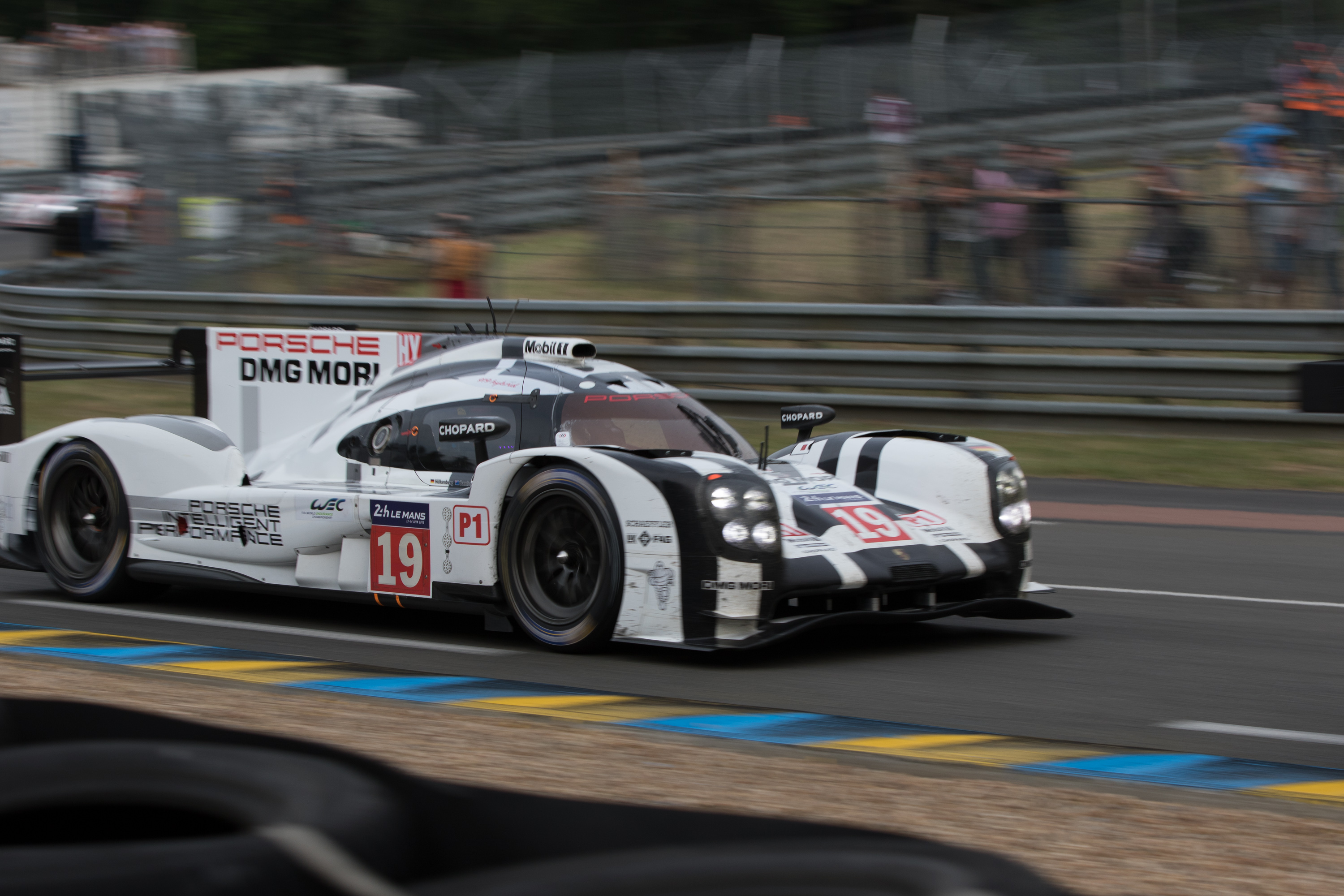 2015 24 hours of le mans in photos. Black Bedroom Furniture Sets. Home Design Ideas