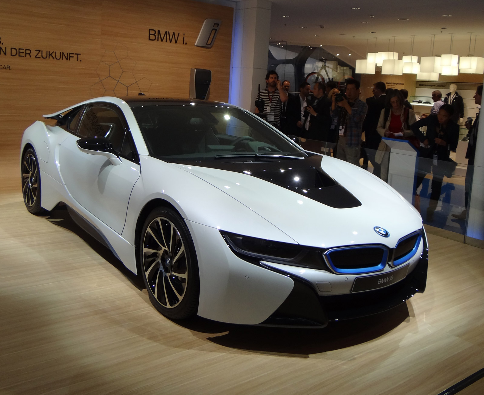 2015 bmw i8 live photos 2013 frankfurt auto show. Black Bedroom Furniture Sets. Home Design Ideas