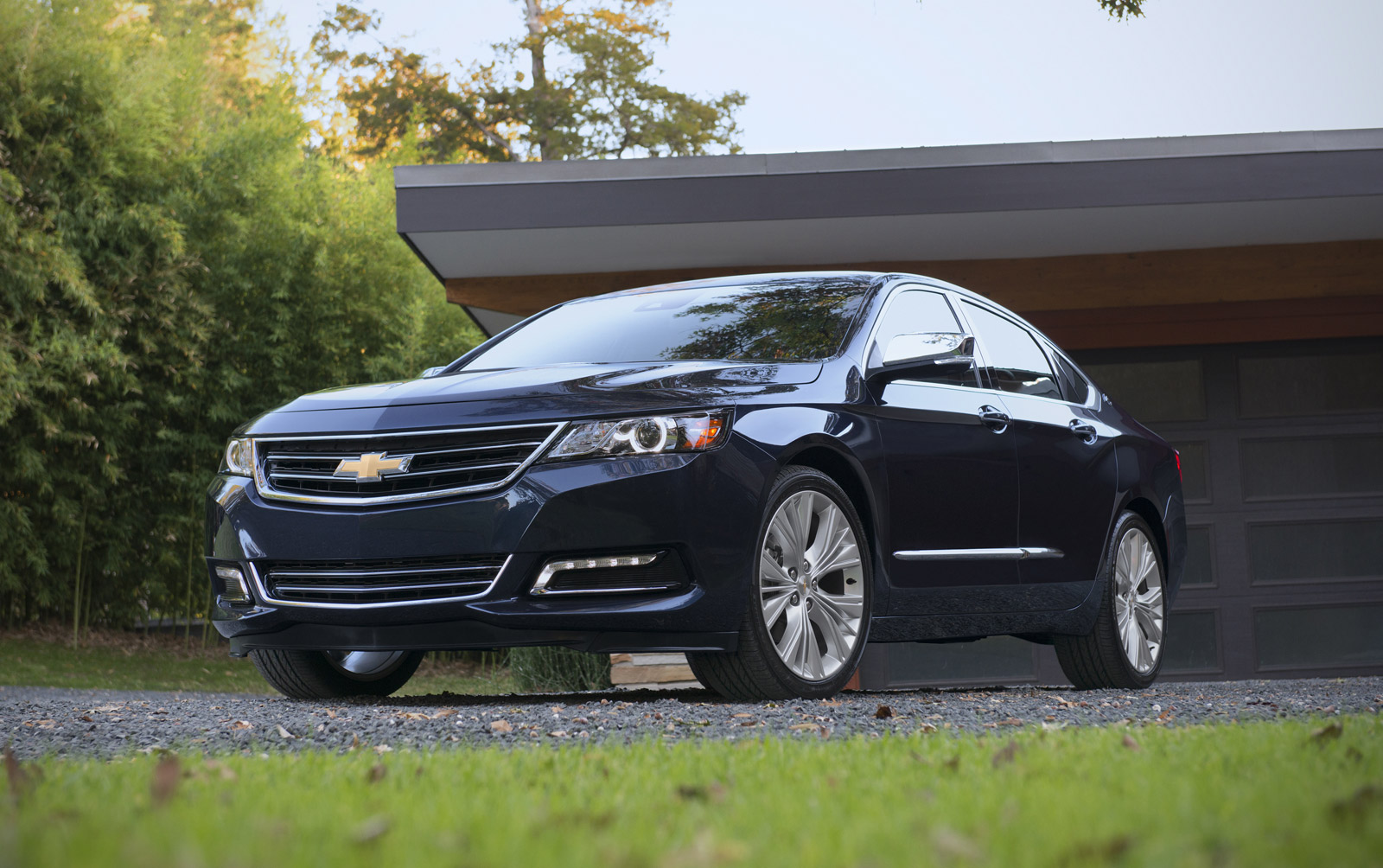 Electric Cars Vs Gas Cars >> 2015 Chevrolet Impala Gets Start-Stop, But Hybrid 'Eco' Gone