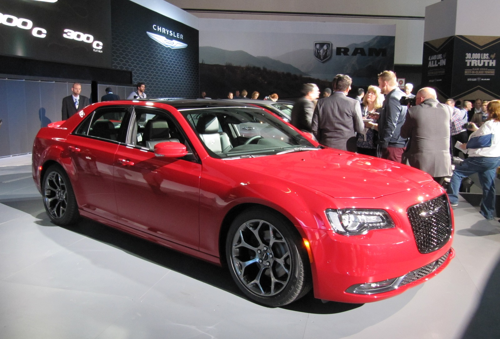 2015 chrysler 300 preview 2014 los angeles auto show. Black Bedroom Furniture Sets. Home Design Ideas