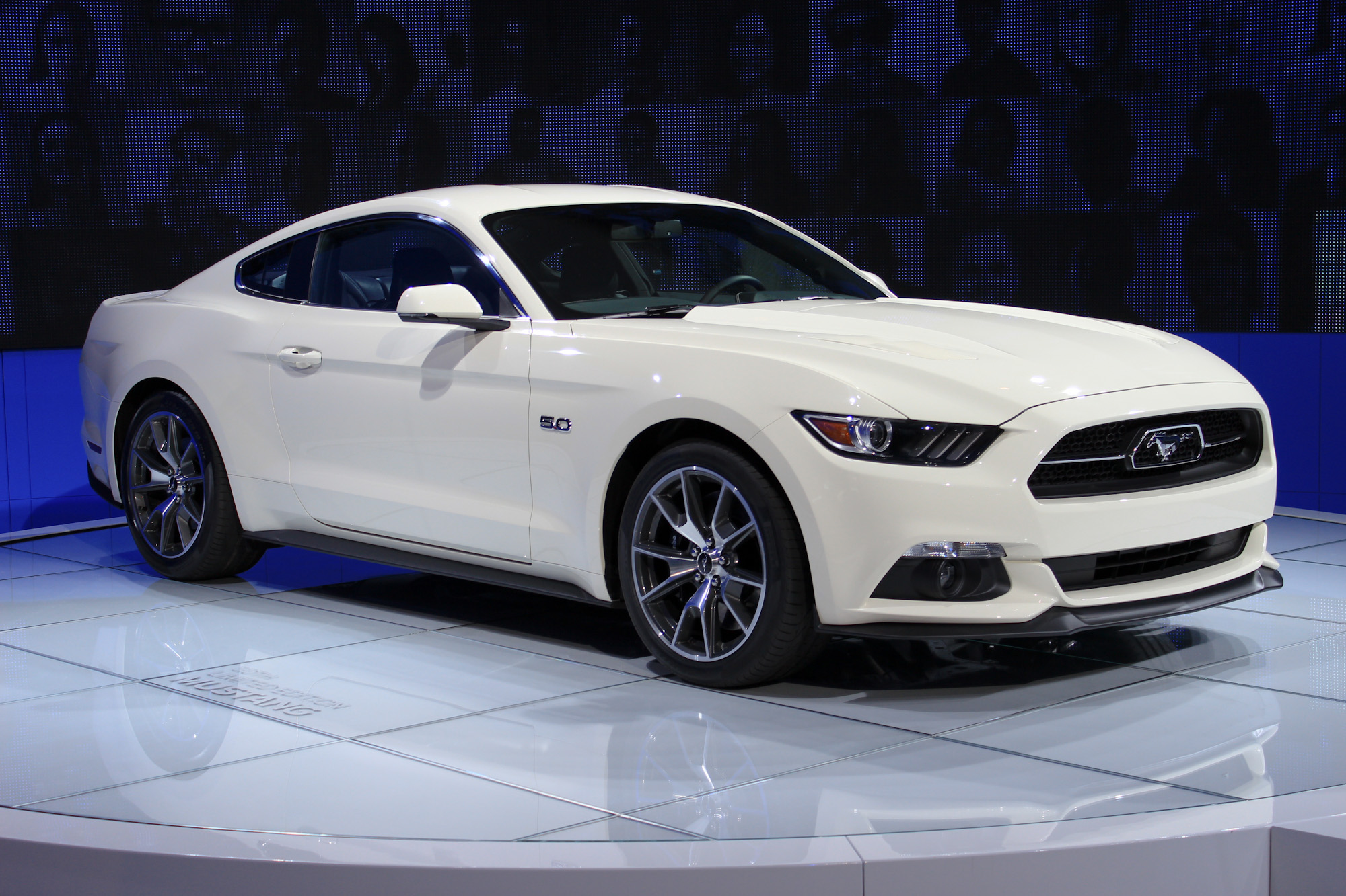 2015 ford mustang 50 year limited edition debuts at 2014 new york auto show. Black Bedroom Furniture Sets. Home Design Ideas