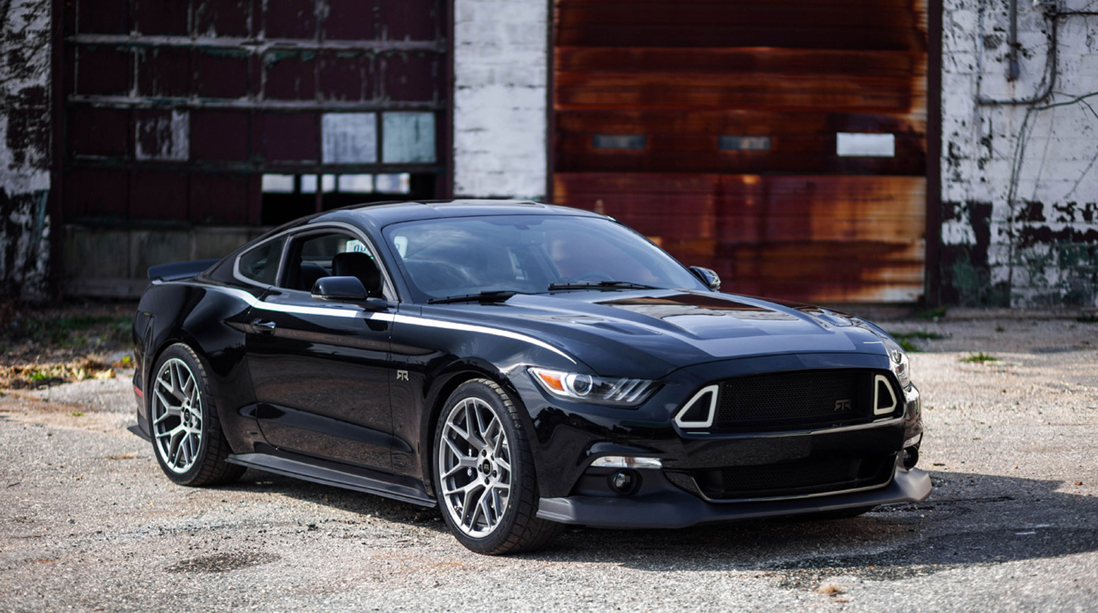 2015 ford mustang rtr revealed offers up to 725 horsepower. Black Bedroom Furniture Sets. Home Design Ideas