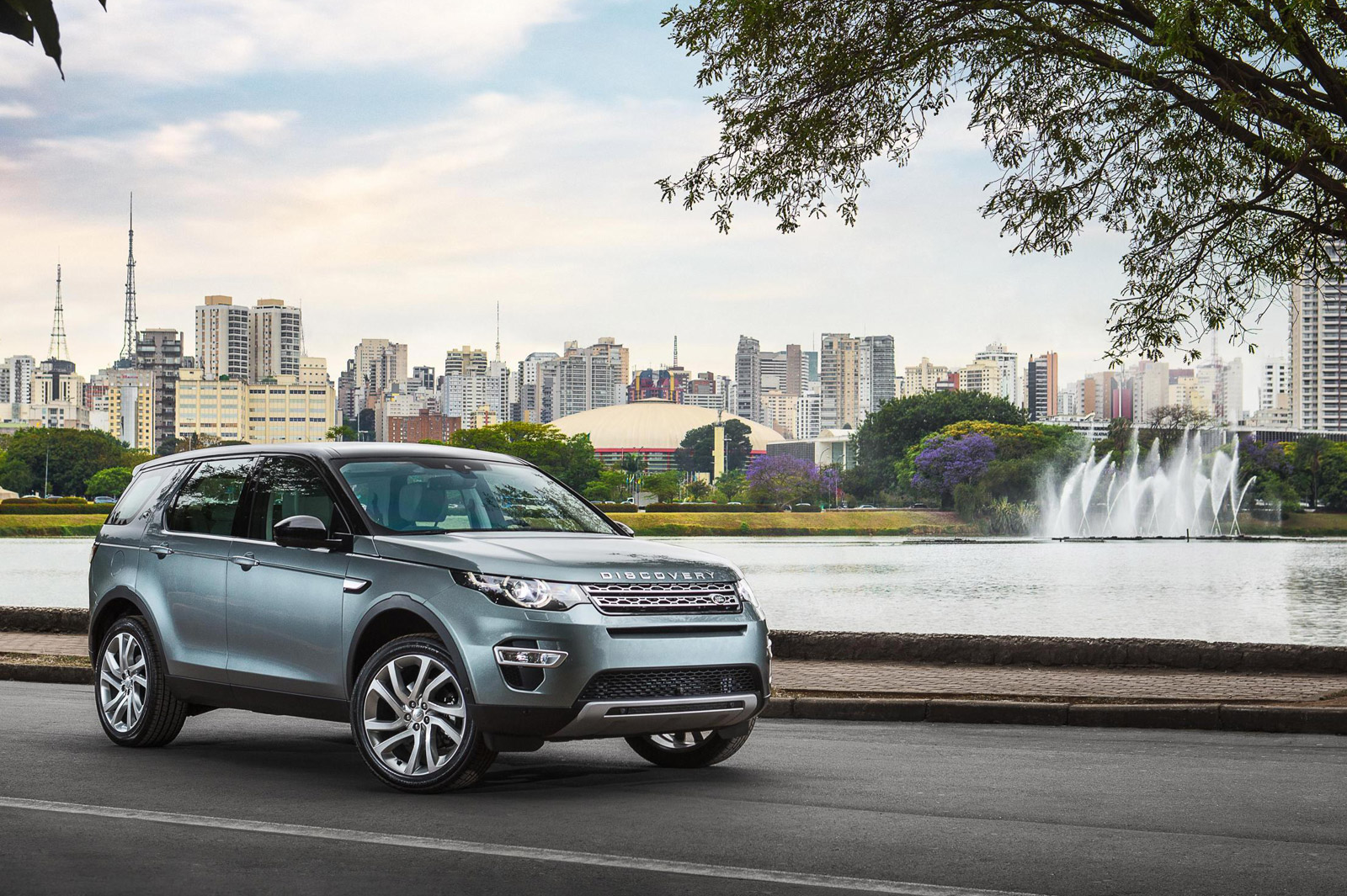 land rover to build discovery sport in brazil. Black Bedroom Furniture Sets. Home Design Ideas
