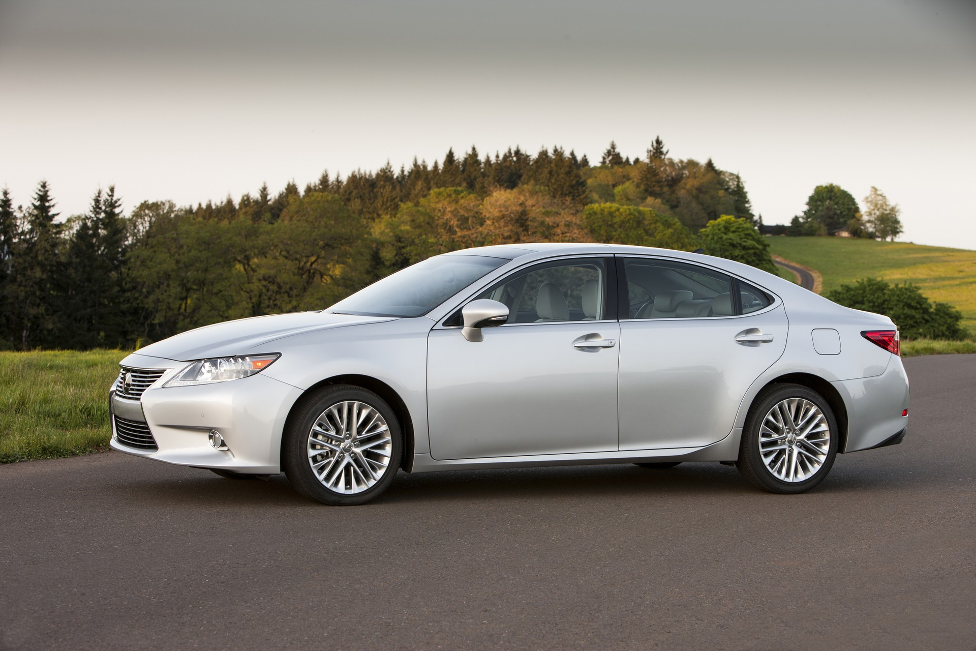 2015 Lexus ES 350 Safety Review and Crash Test Ratings - The Car ...