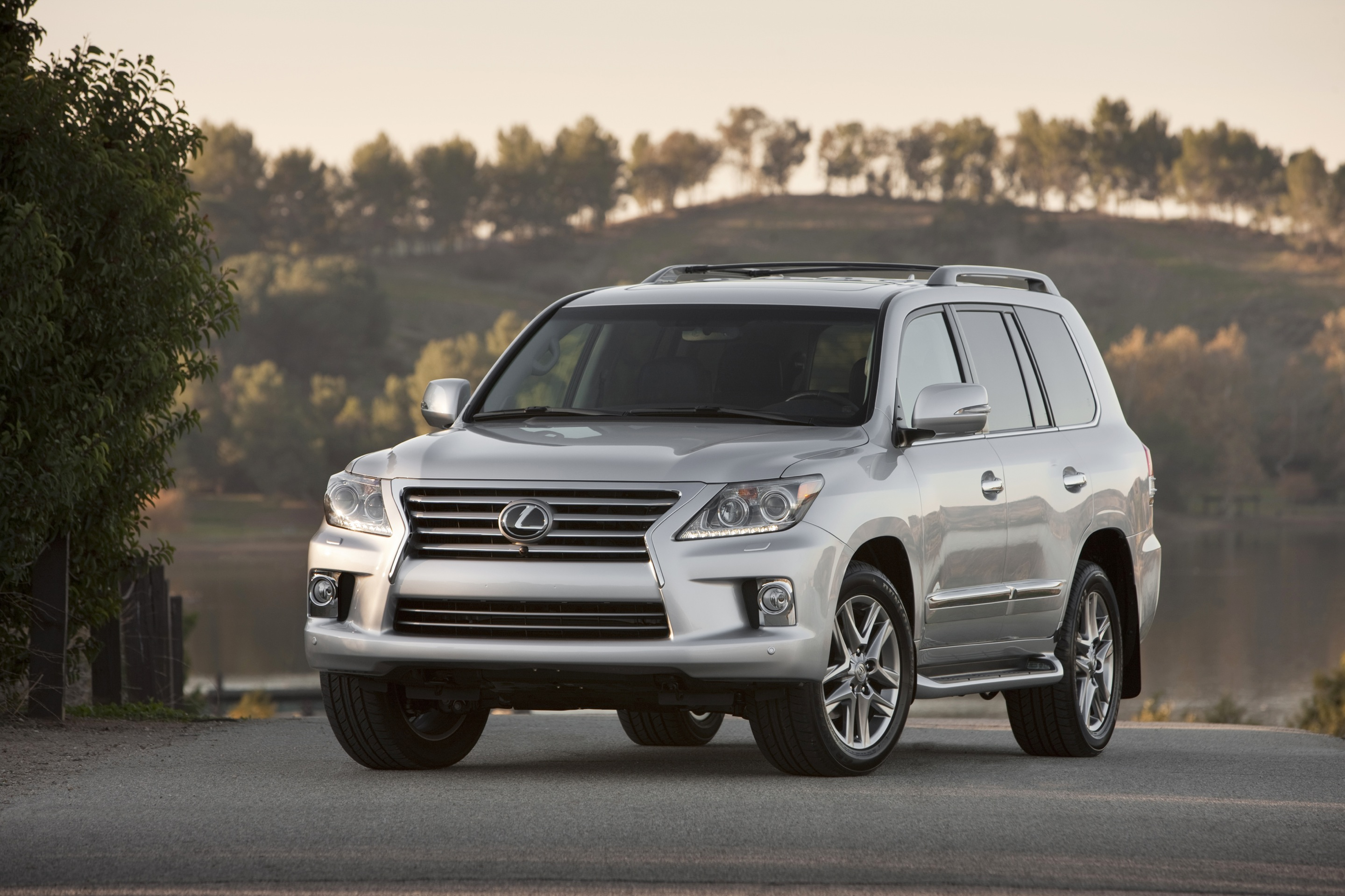 2015 lexus lx 570 review ratings specs prices and photos the car connection. Black Bedroom Furniture Sets. Home Design Ideas