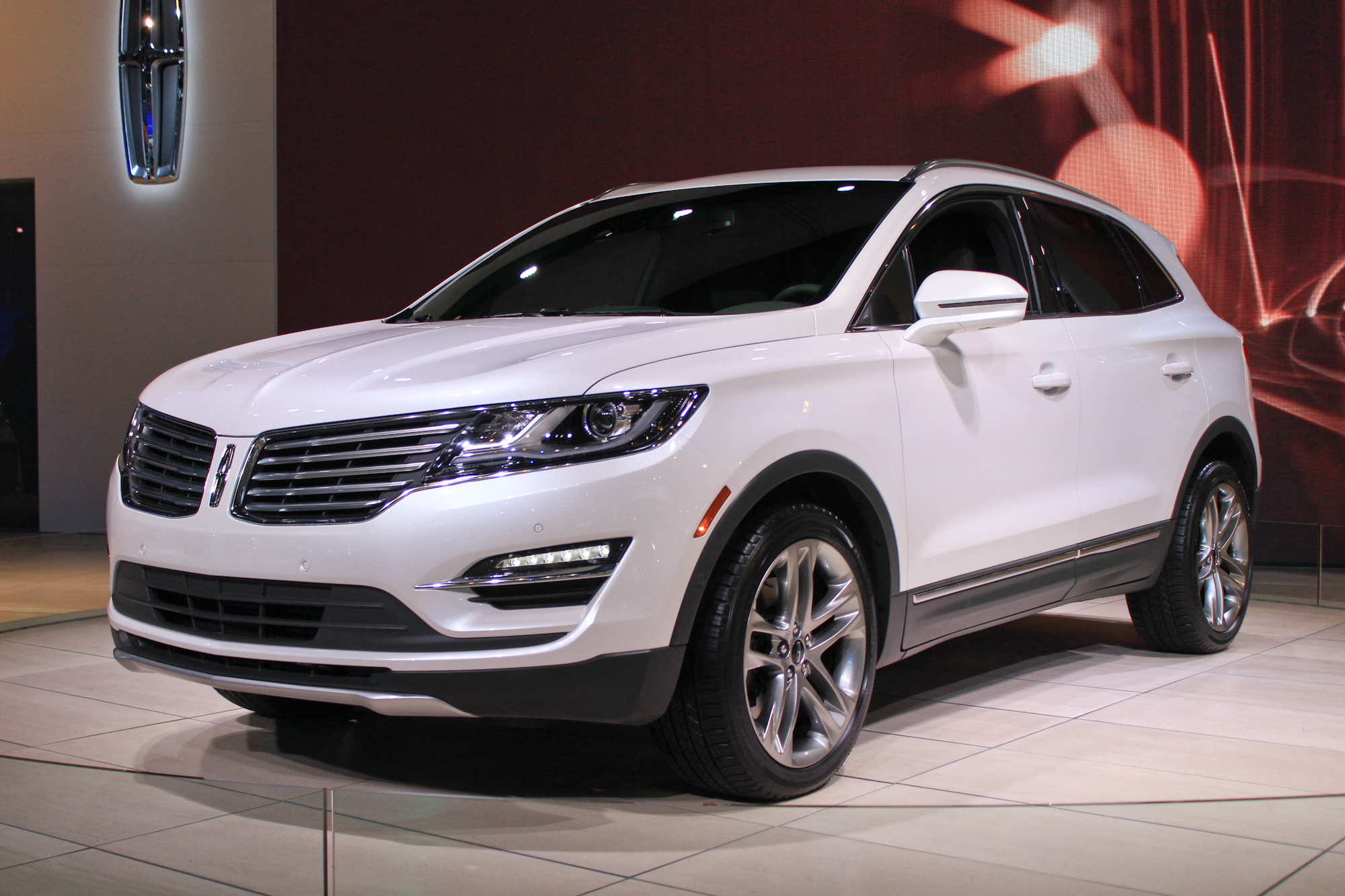2015 Lincoln MKC Compact Crossover Pioneers New EcoBoost ...