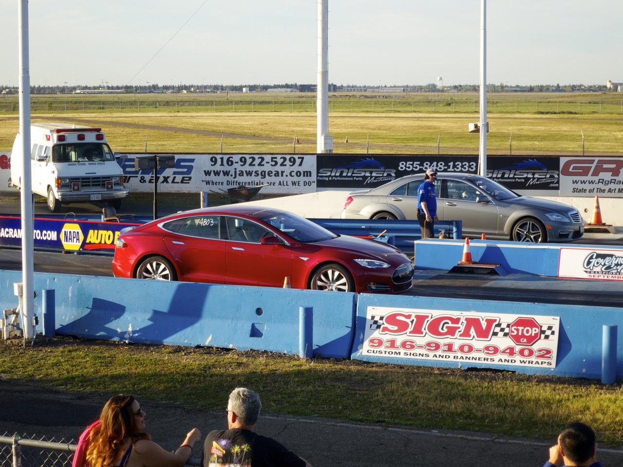 drag racing  tesla pd  year  novice hits  strip video