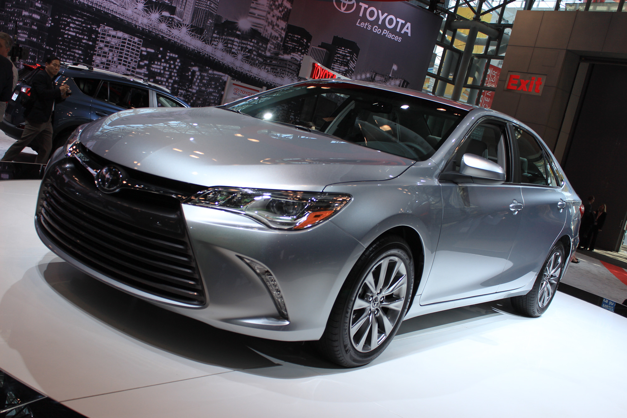 2015 toyota camry video new york auto show. Black Bedroom Furniture Sets. Home Design Ideas