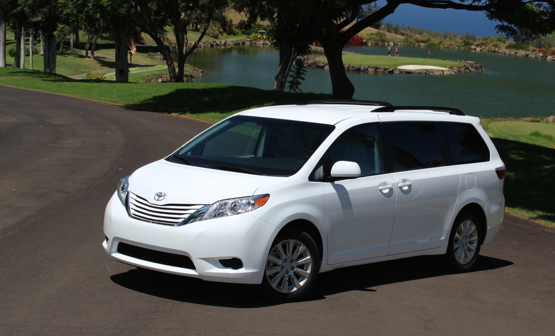 toyota sienna vs honda odyssey compare cars. Black Bedroom Furniture Sets. Home Design Ideas
