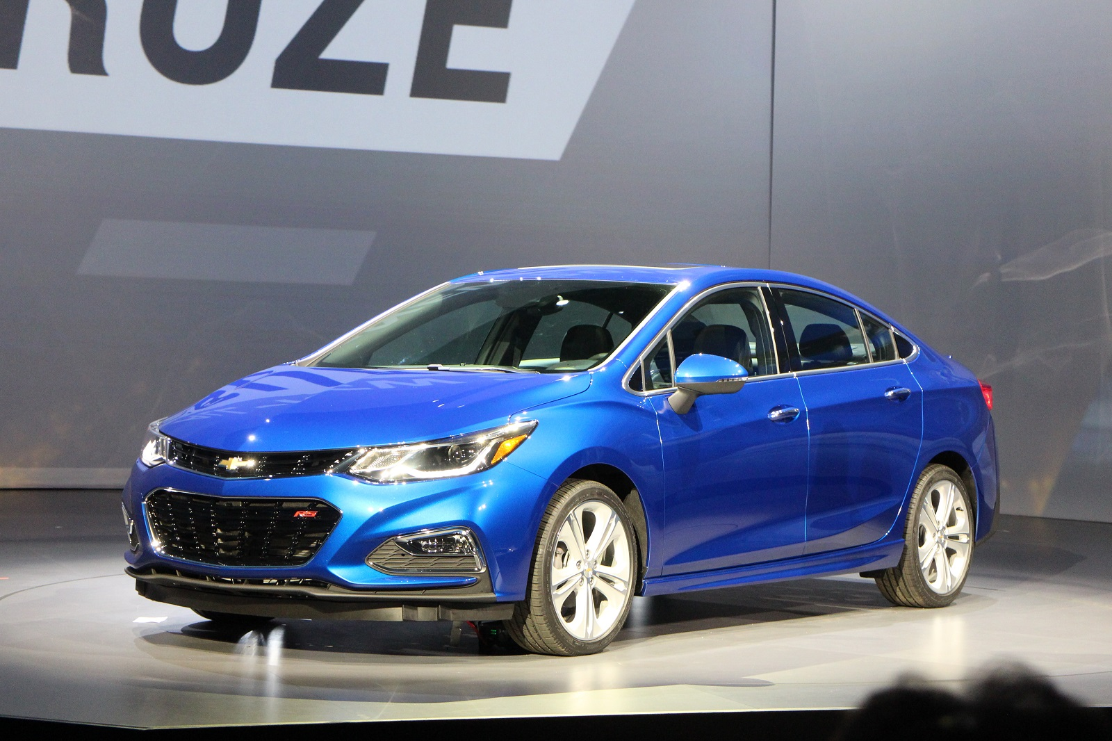 Innovative 2016 Chevrolet Cruze Sedan Unveiled 40MPG Highway Rating