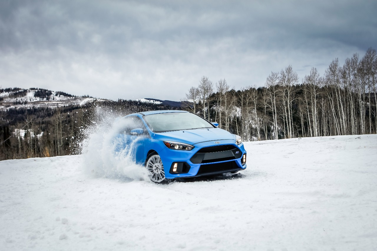 ford focus rs gets winter tire package says bring on the snow. Black Bedroom Furniture Sets. Home Design Ideas