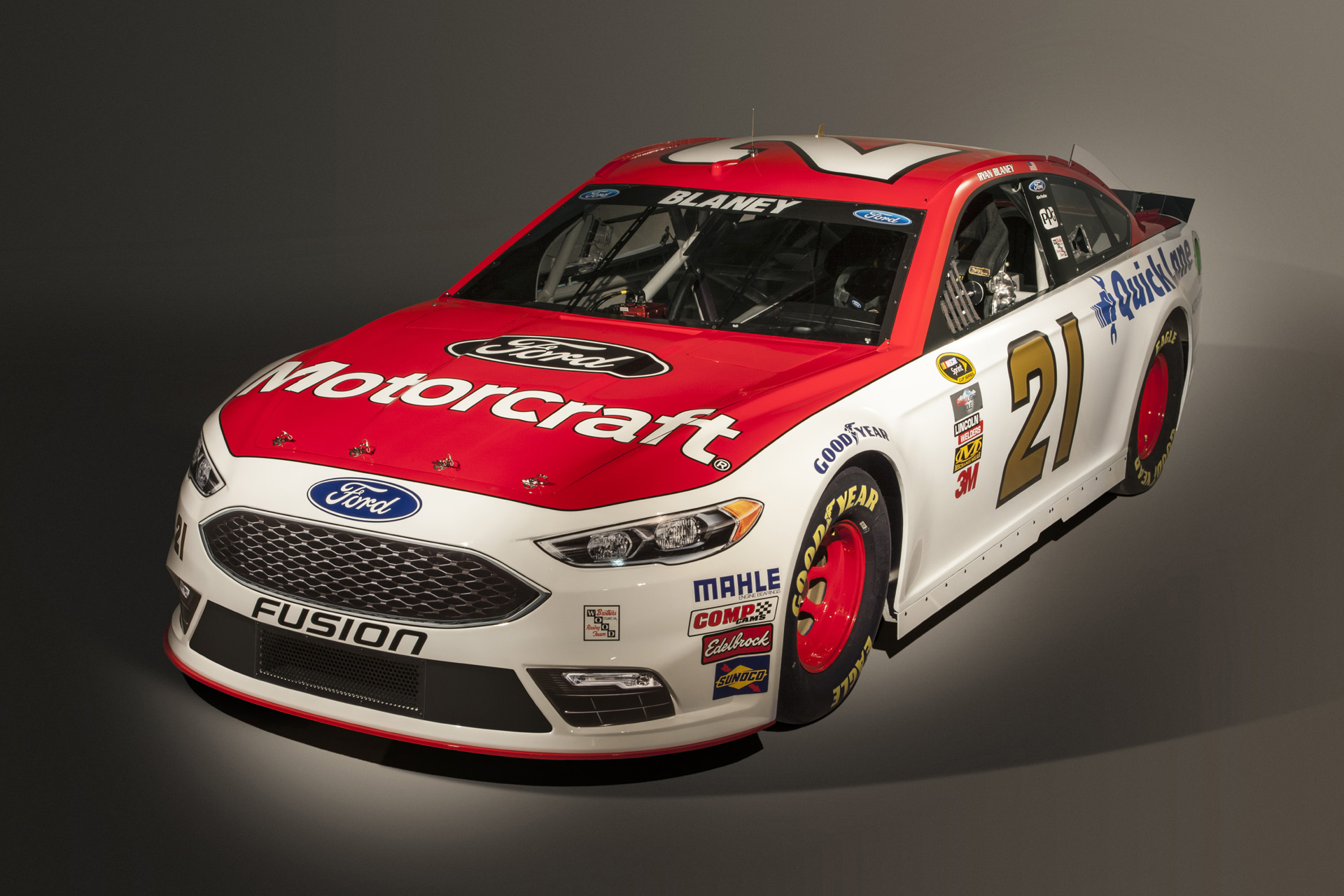 2016 Ford Fusion NASCAR Sprint Cup Racer Adopts New Look