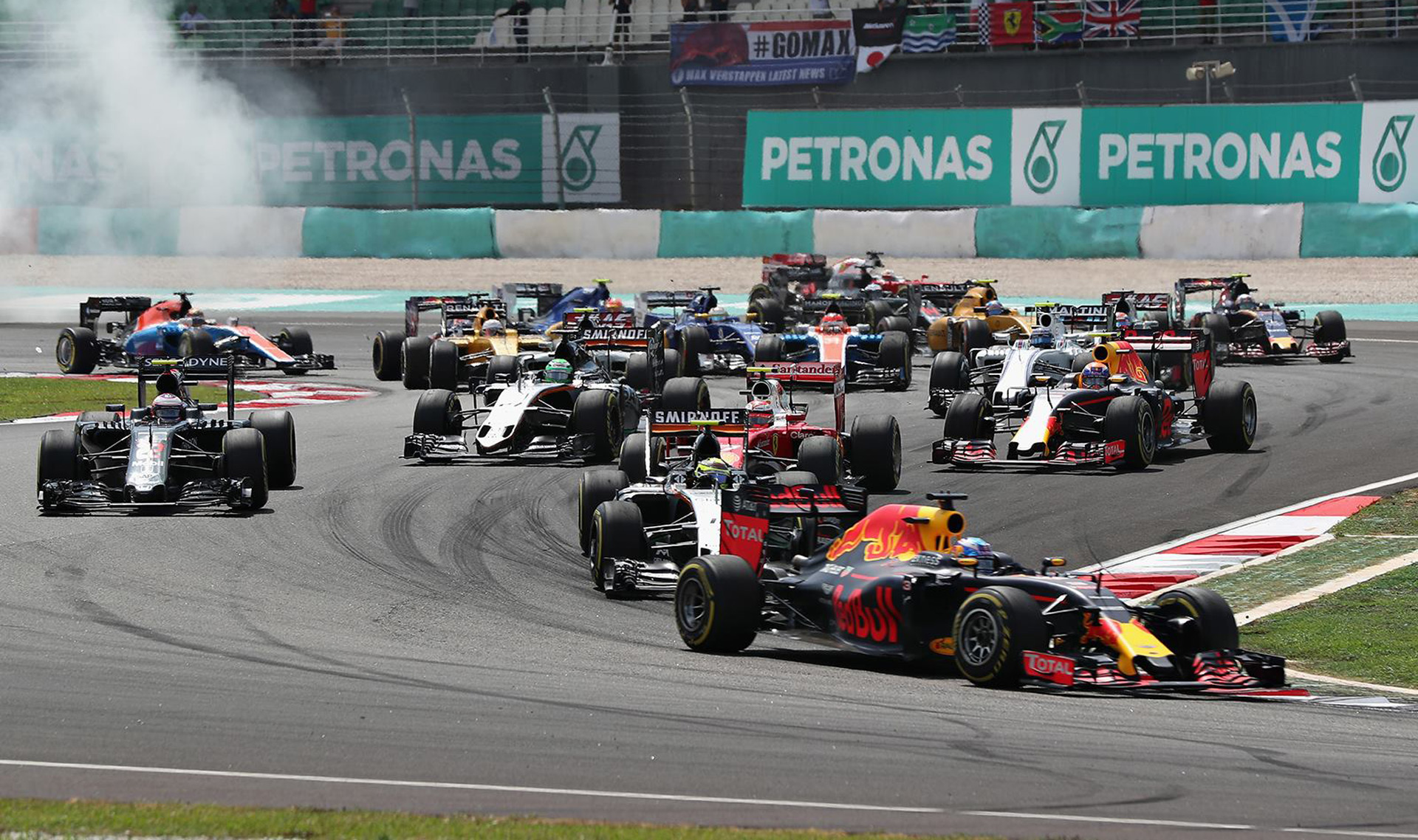 shock 1 2 finish for red bull at 2016 malaysian grand prix. Black Bedroom Furniture Sets. Home Design Ideas