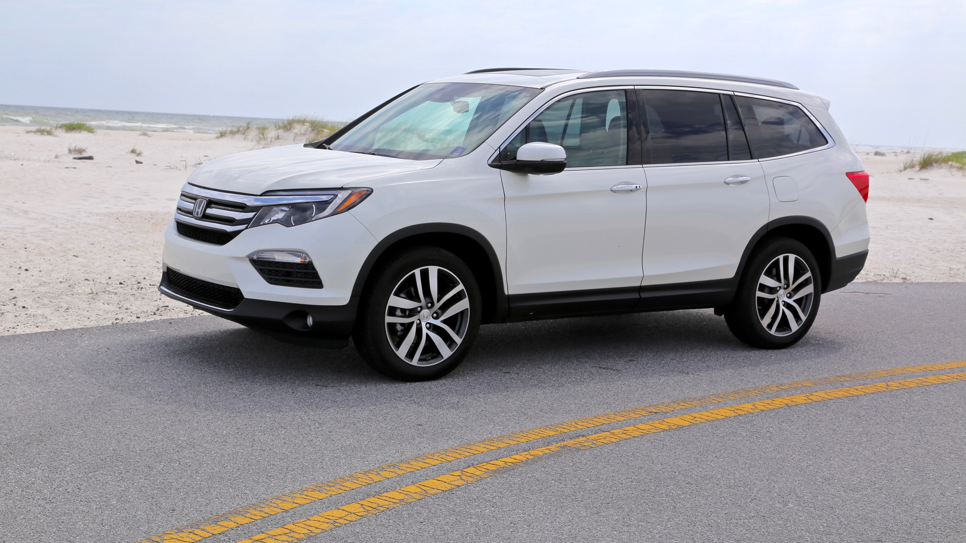 2016 honda pilot touring long term road test what we 39 d change for Honda pilot images
