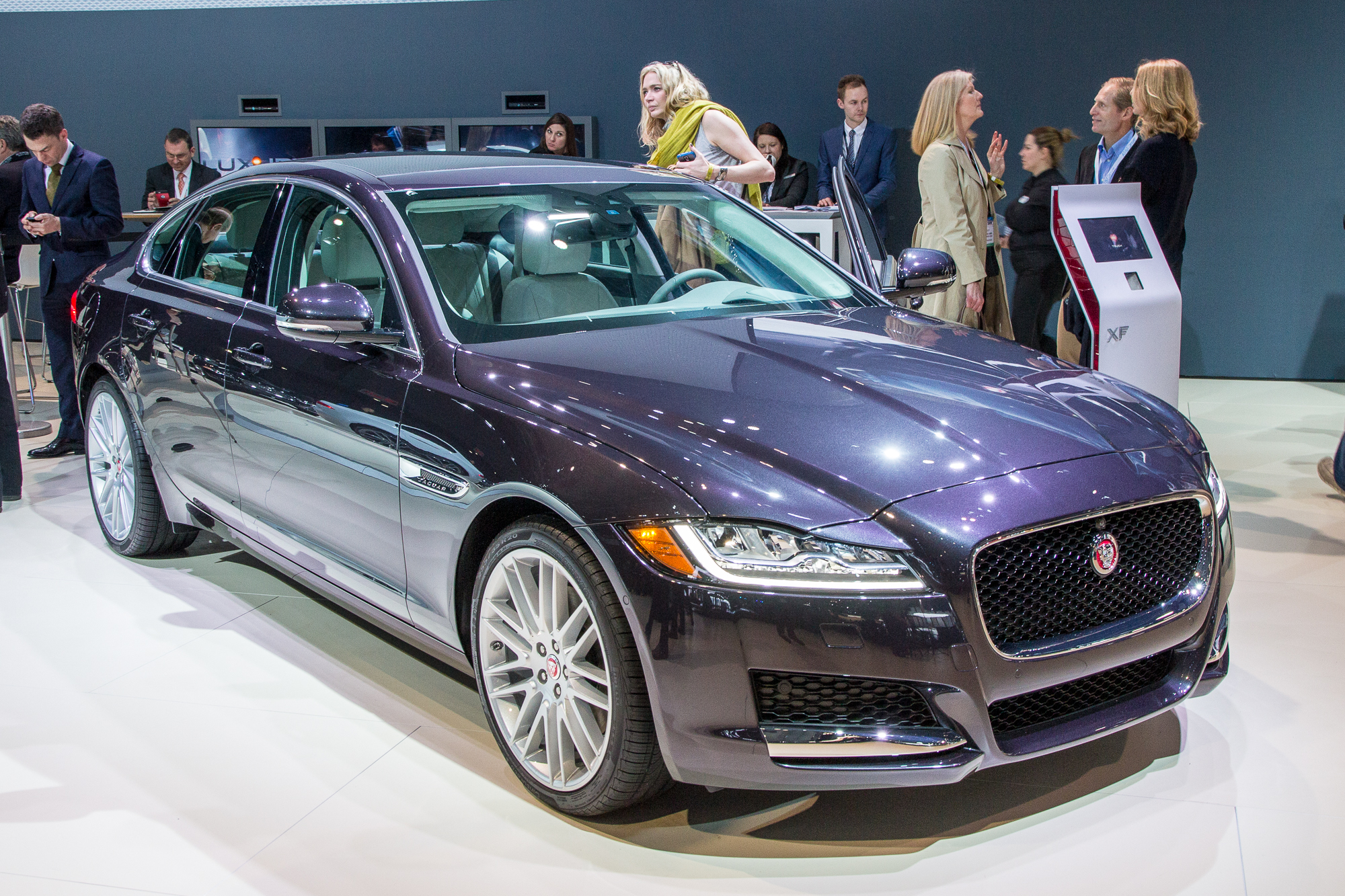 Must See Luxury Cars And Sedans At The 2016 New York Auto: 2016 Jaguar XF: Full Details, Video & Live Photos