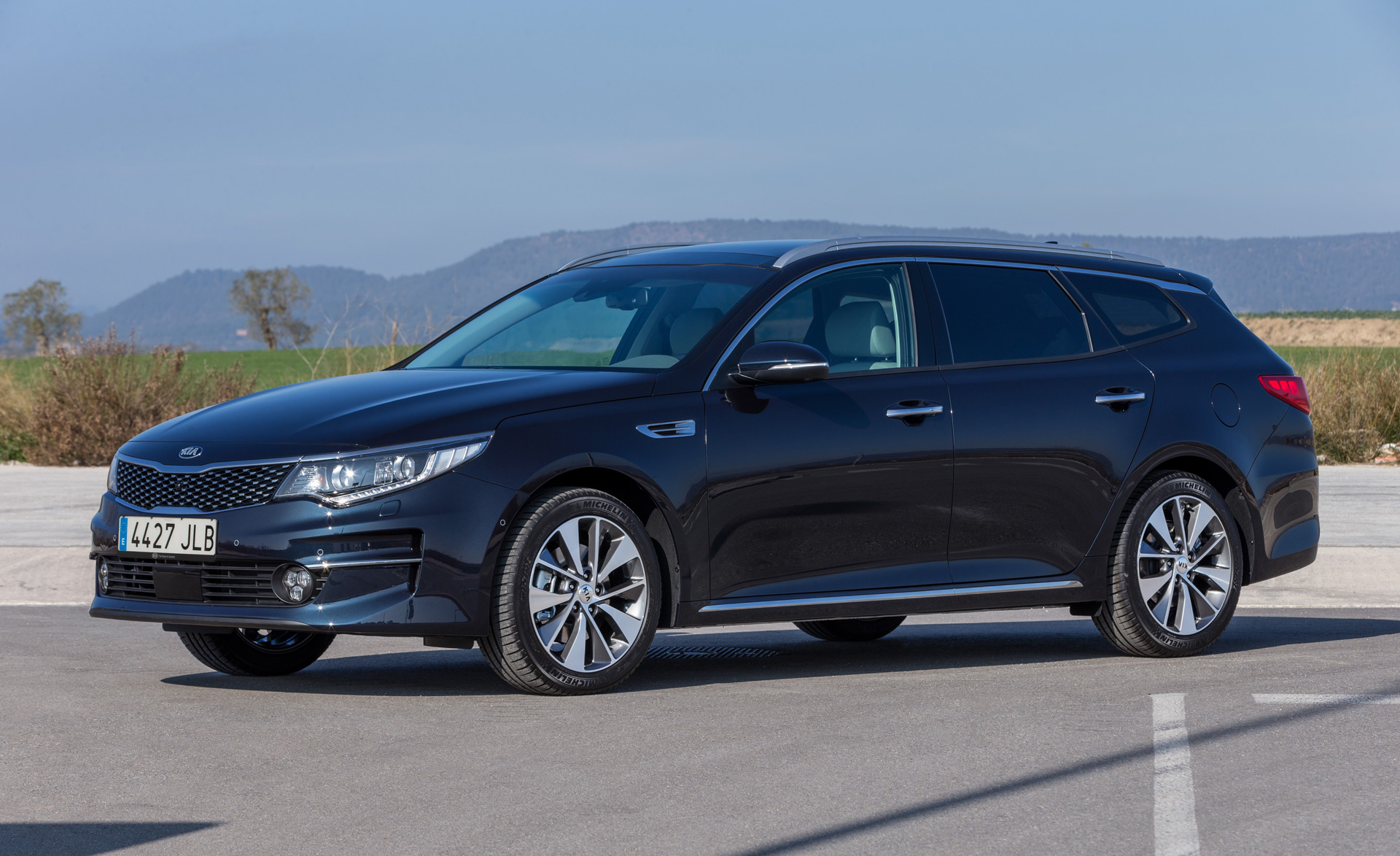 2016 kia optima sportswagon revealed ahead of geneva debut. Black Bedroom Furniture Sets. Home Design Ideas
