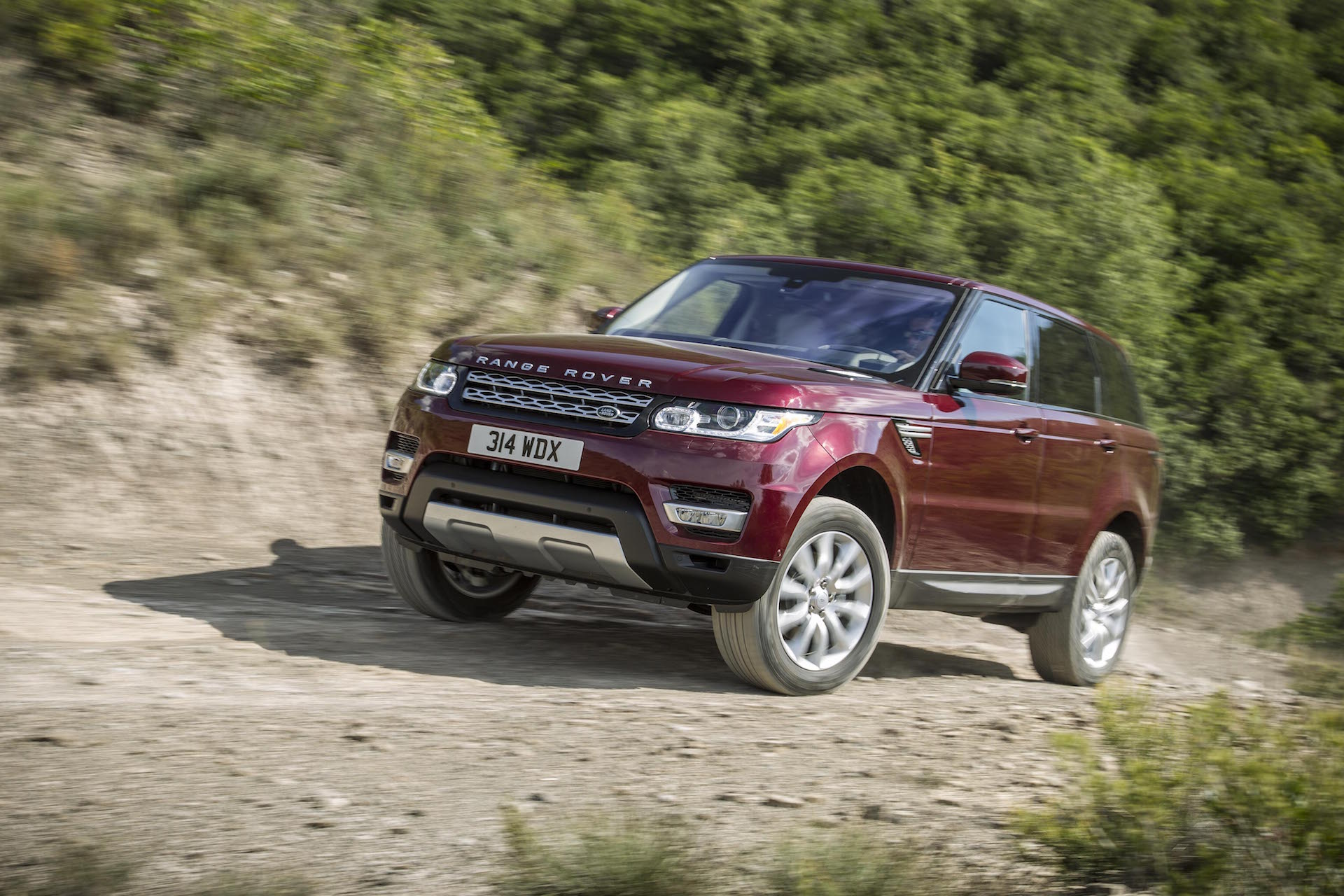 2016 land rover range rover sport safety review and crash. Black Bedroom Furniture Sets. Home Design Ideas