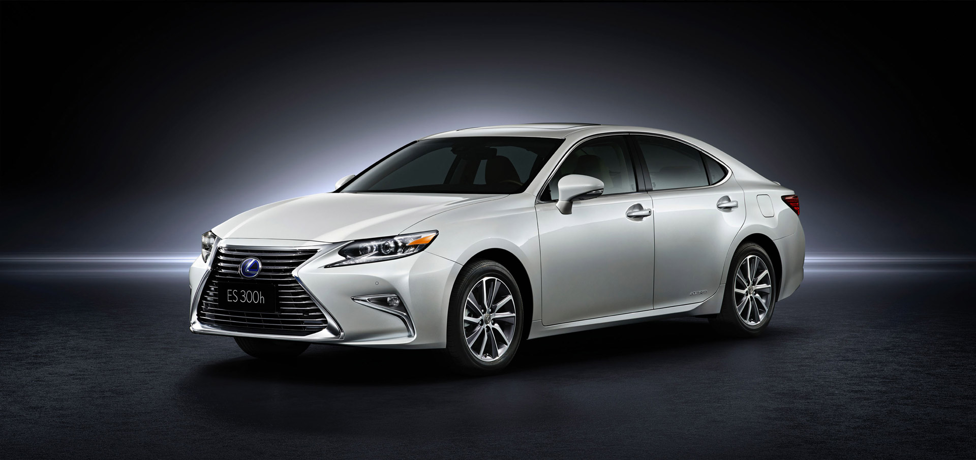 Must See Luxury Cars And Sedans At The 2017 Detroit Auto: 2016 Lexus ES Debuts With New Look At Shanghai Auto Show