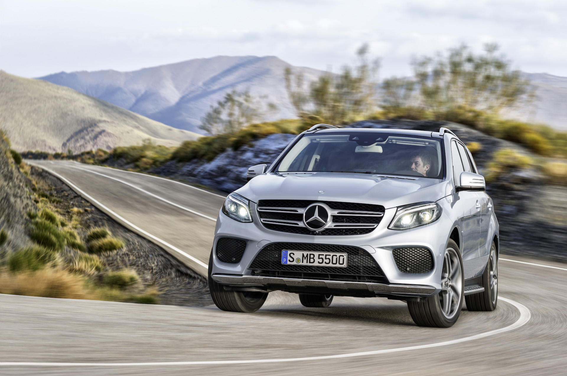 2016 mercedes benz gle 550e plug in hybrid suv arrives. Black Bedroom Furniture Sets. Home Design Ideas