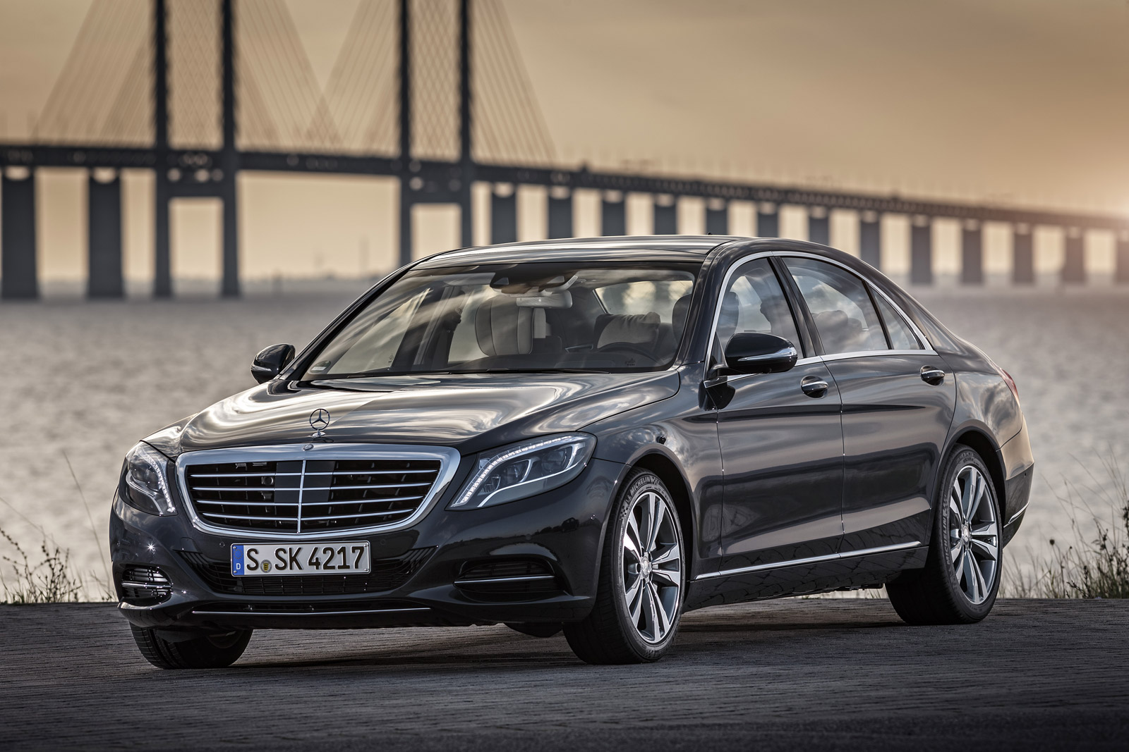 2017 mercedes s 550e plug in hybrid to get wireless charging for Hybrid mercedes benz