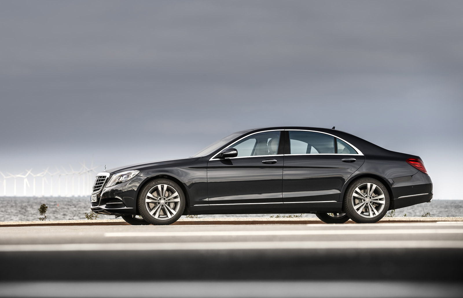 Bmw 7 series vs mercedes benz s class compare cars for Bmw mercedes benz
