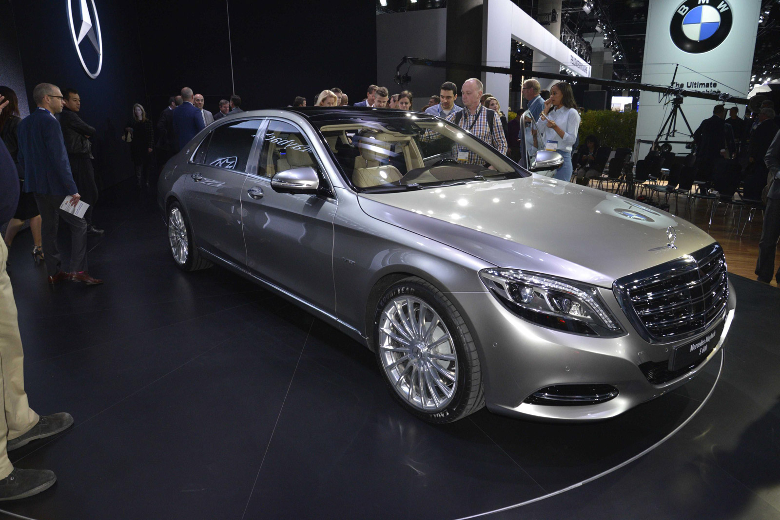 2016 mercedes maybach s class debuts at 2014 los angeles auto show. Black Bedroom Furniture Sets. Home Design Ideas
