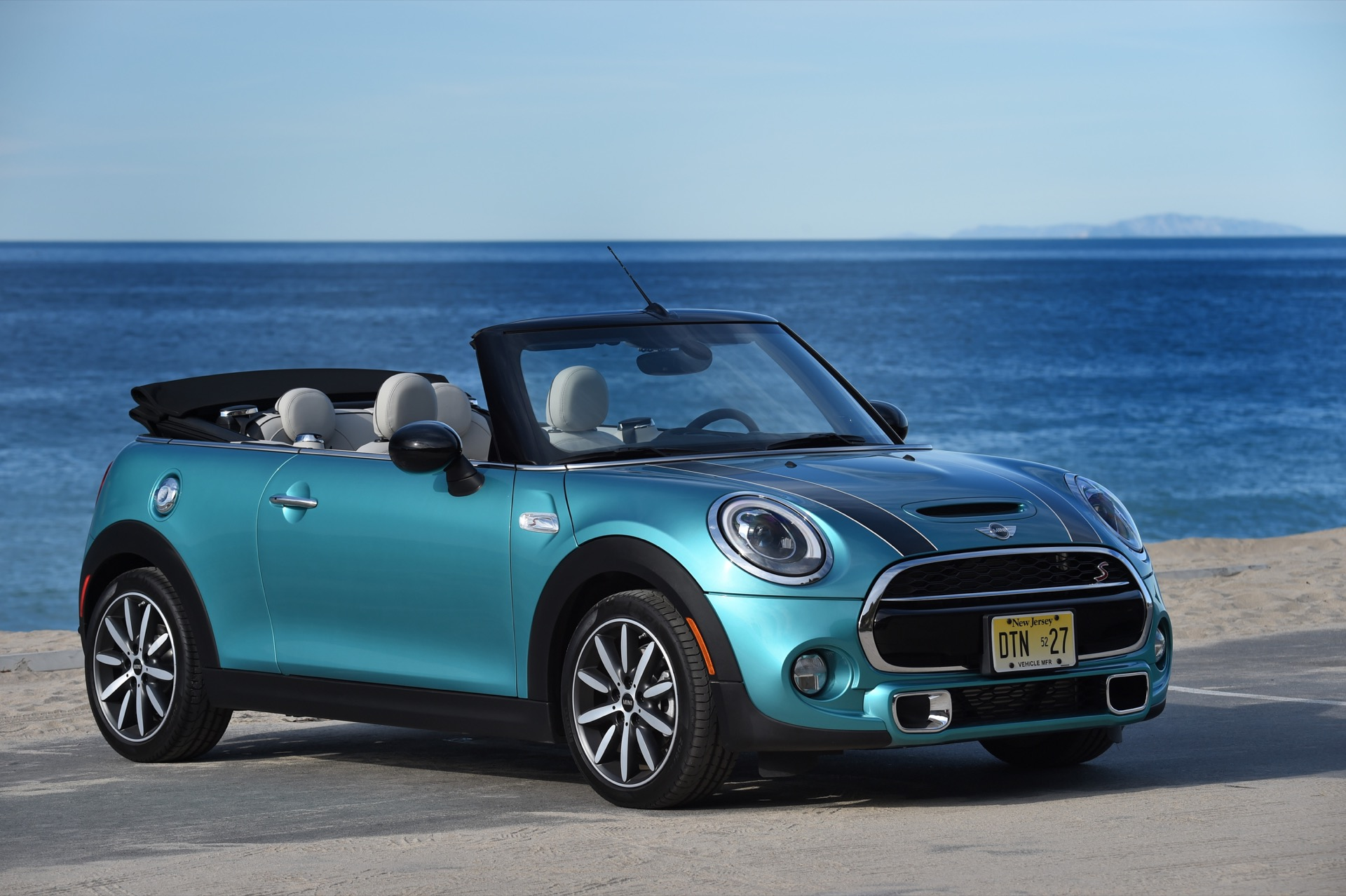 2016 mini cooper s convertible first drive. Black Bedroom Furniture Sets. Home Design Ideas