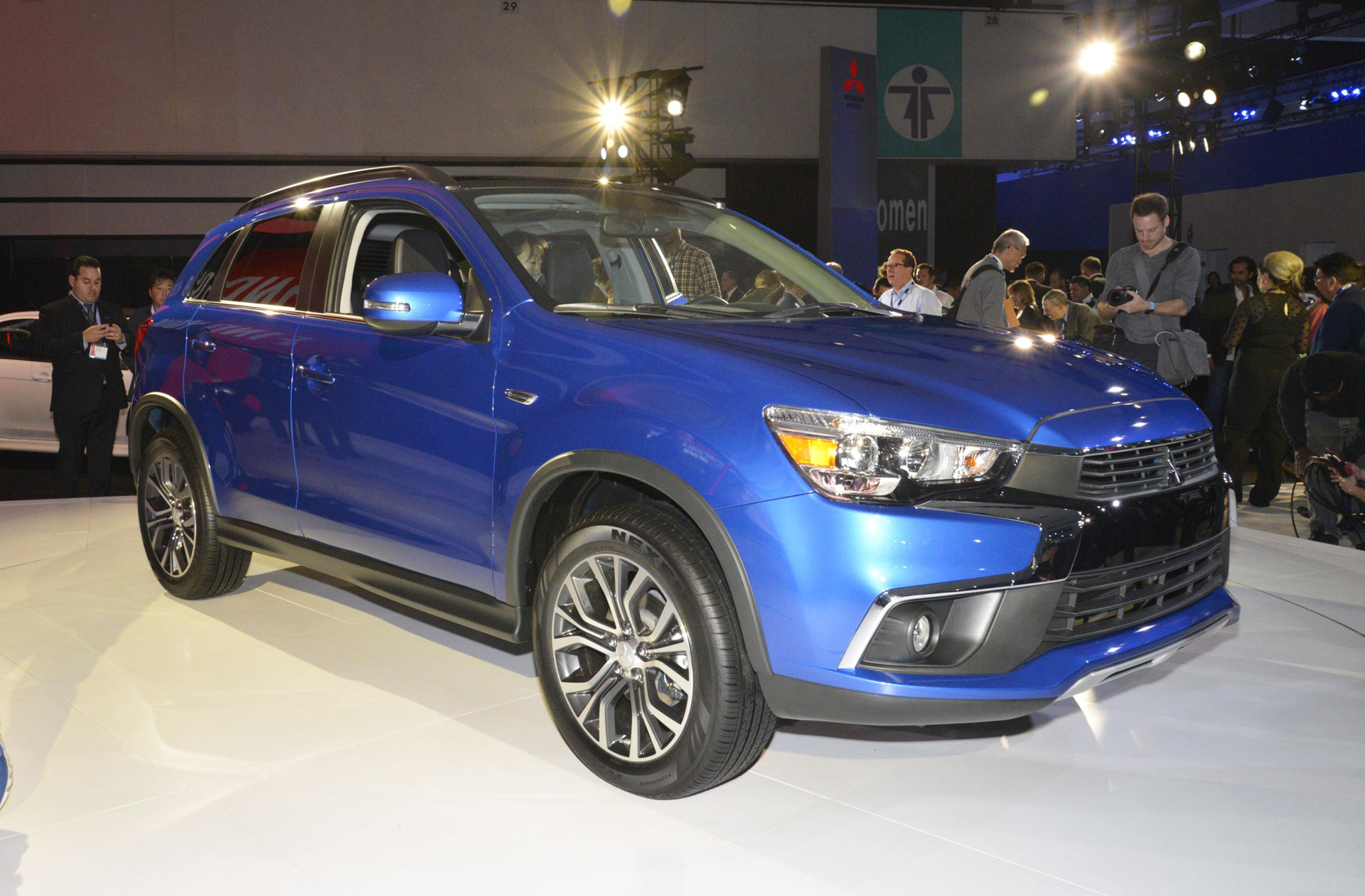 2016 mitsubishi outlander sport debuts with dynamic new look. Black Bedroom Furniture Sets. Home Design Ideas
