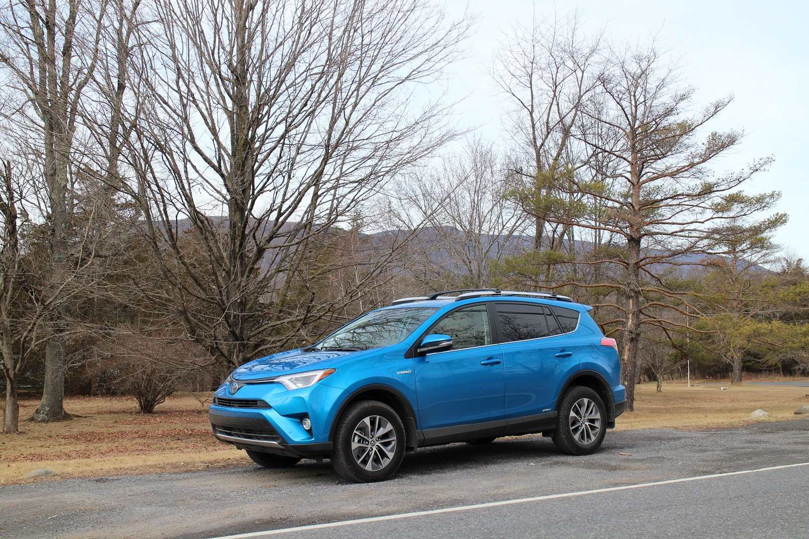 2016 toyota rav4 hybrid gas mileage review. Black Bedroom Furniture Sets. Home Design Ideas