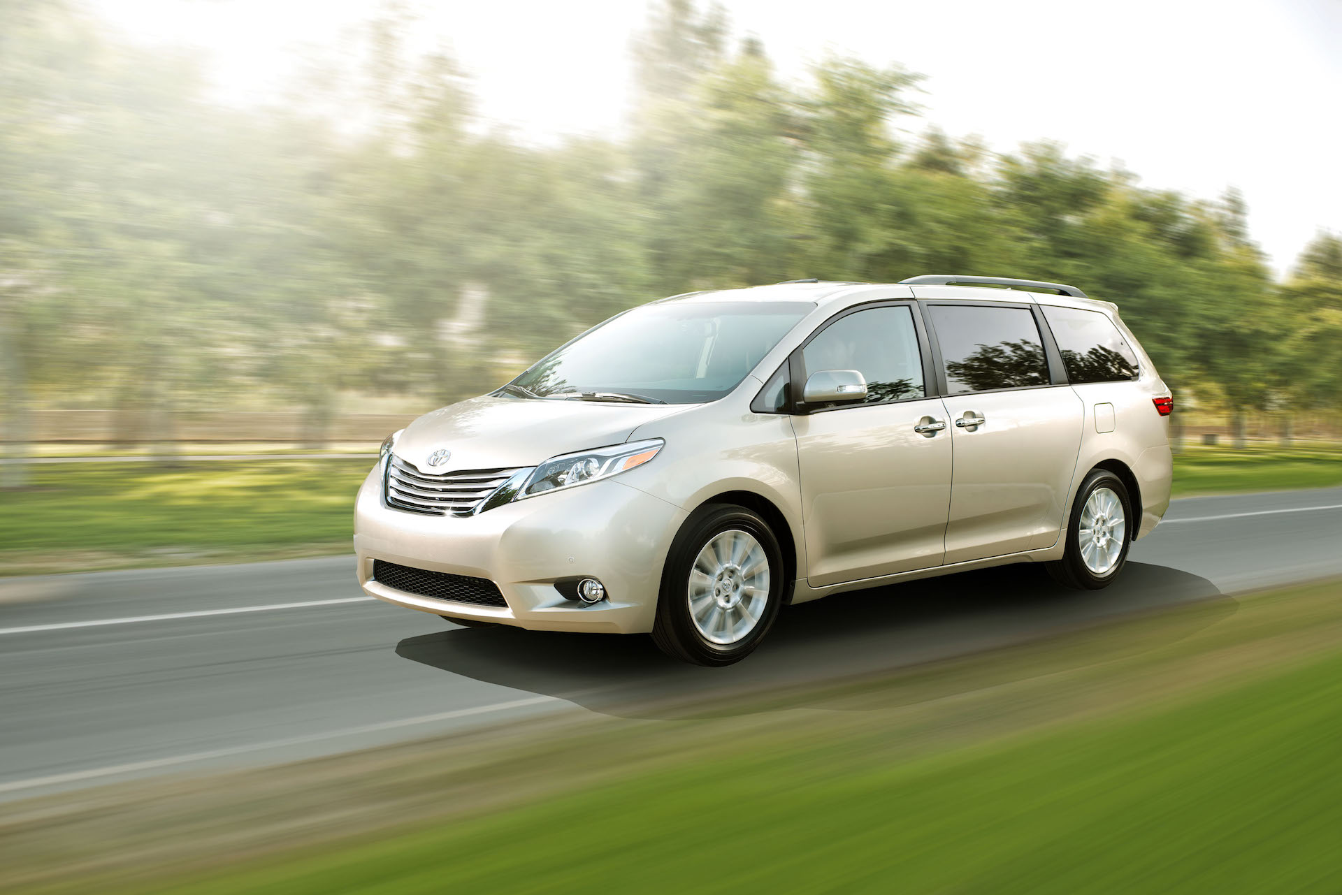 2016 toyota sienna review ratings specs prices and. Black Bedroom Furniture Sets. Home Design Ideas