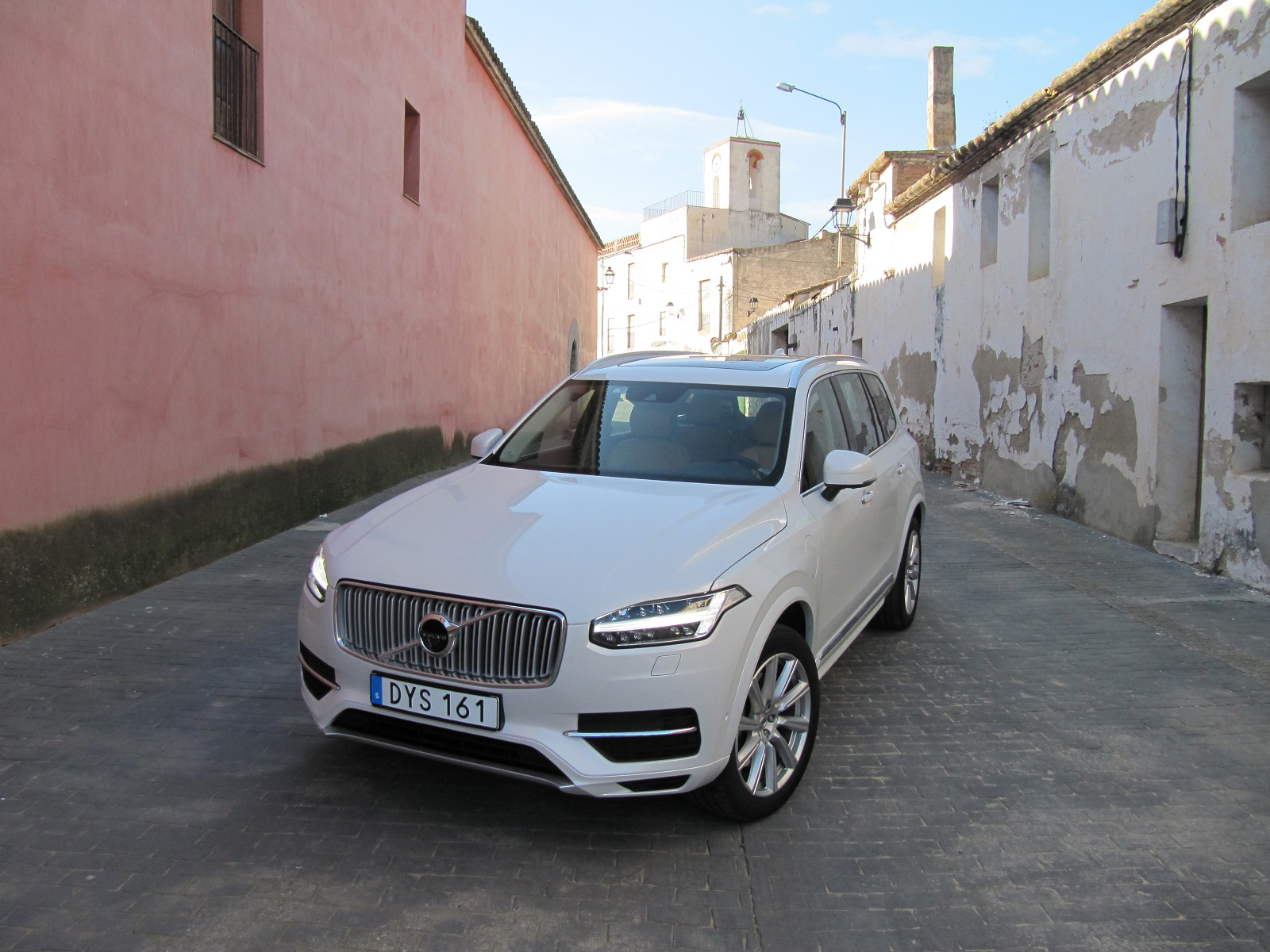 2016 volvo xc90 t8 plug in hybrid 39 twin engine 39 first drive. Black Bedroom Furniture Sets. Home Design Ideas